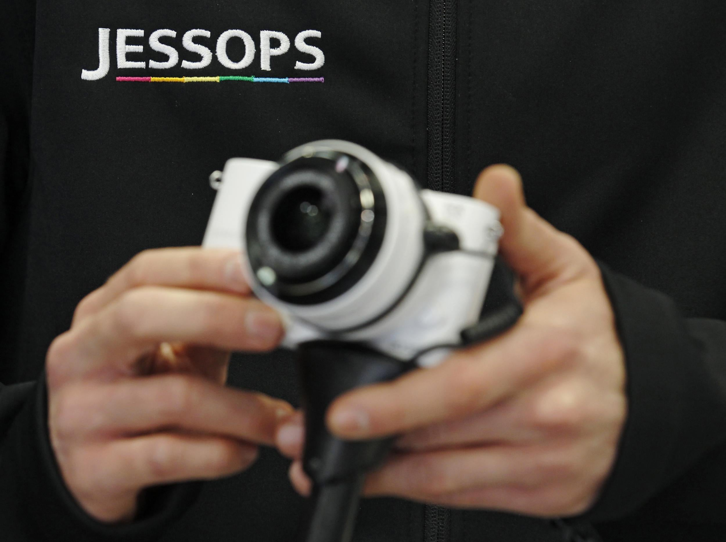 Jessops to call in administrators and shut stores as Dragons Den star Peter Jones seeks rescue deal