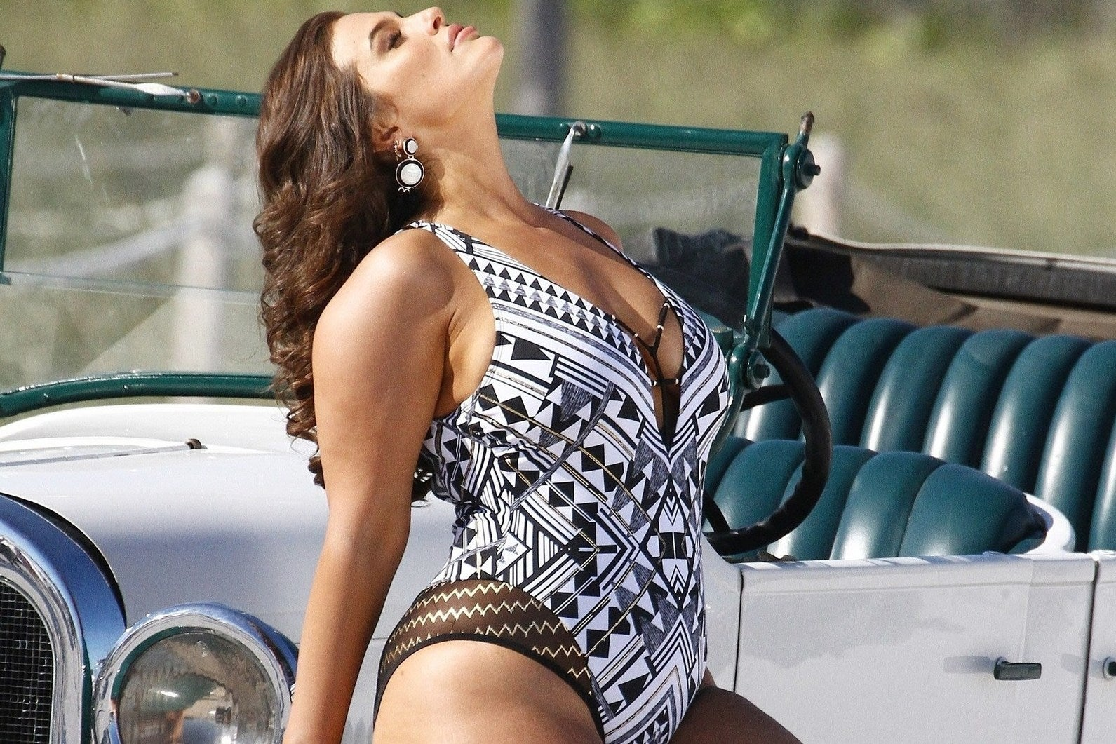Ashley Graham uses completely unedited photos for new