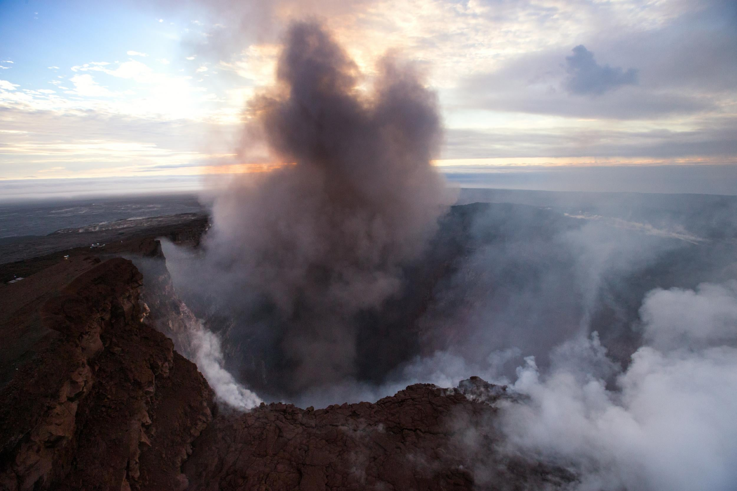 Hawaii volcano latest eruption imminent as locals ordered to smoke fandeluxe Gallery