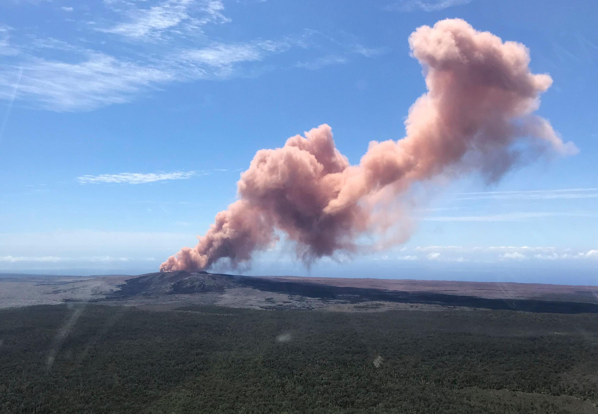 Hawaii Volcano Mount Kilauea Erupts Sending Fountains Of Lava Into Shield Diagram With Labels Quotes Plumes