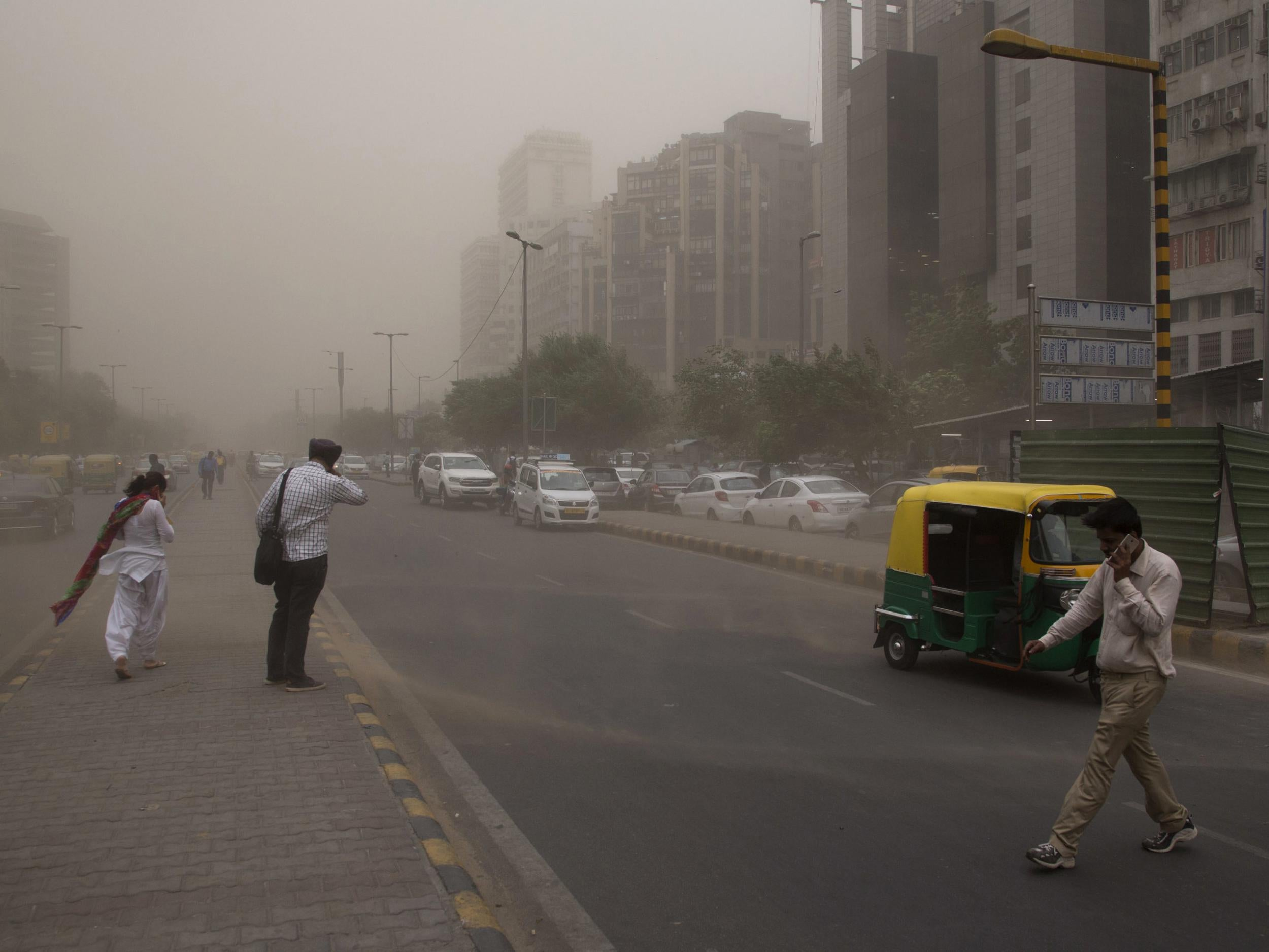 India dust storms: Forecasters warn of more to come as 'freak' weather death toll rises to 143
