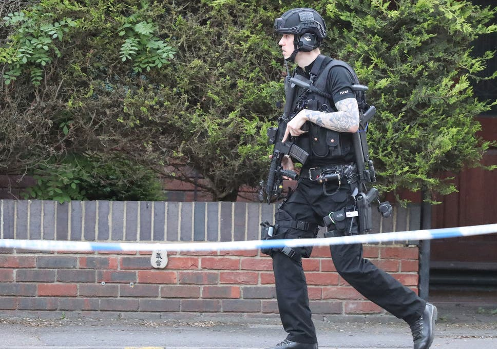 Police 'exchange fire' with armed man in Oxford | The