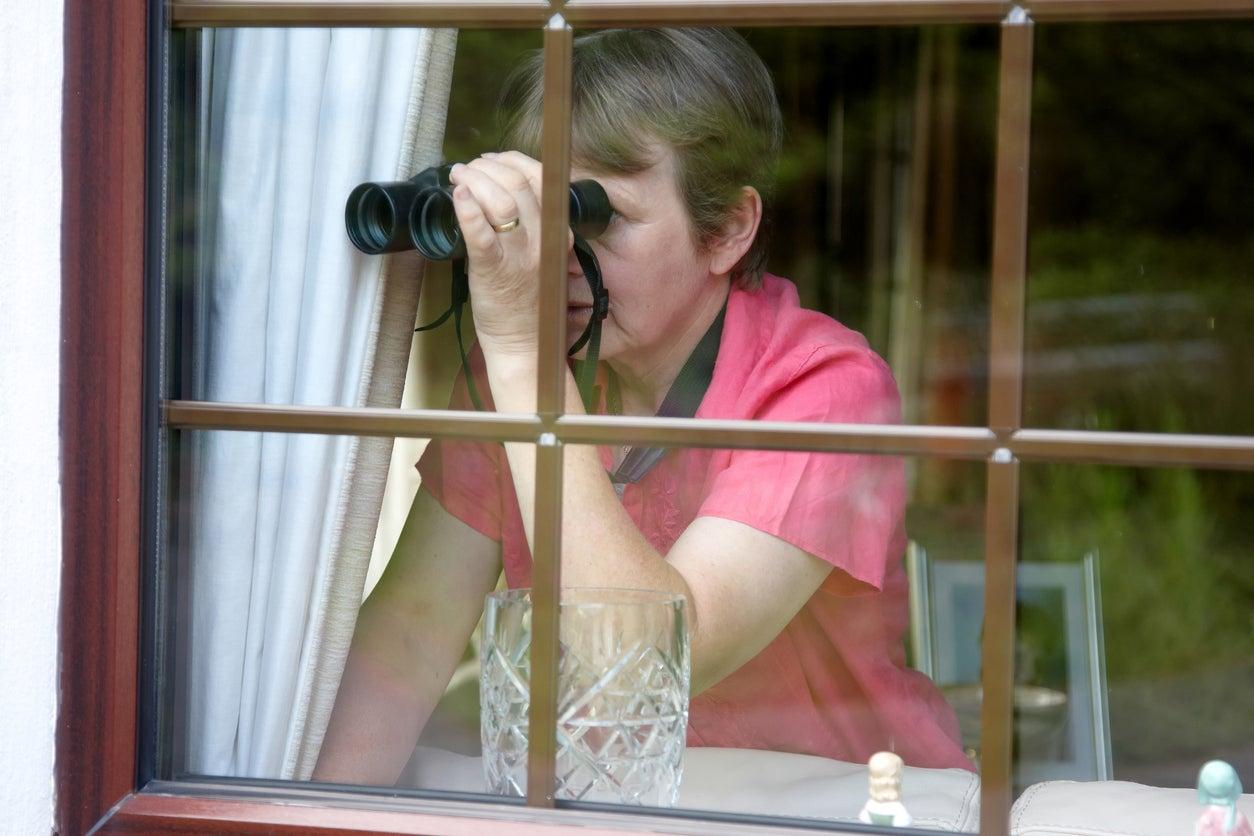 peeping naked fotos