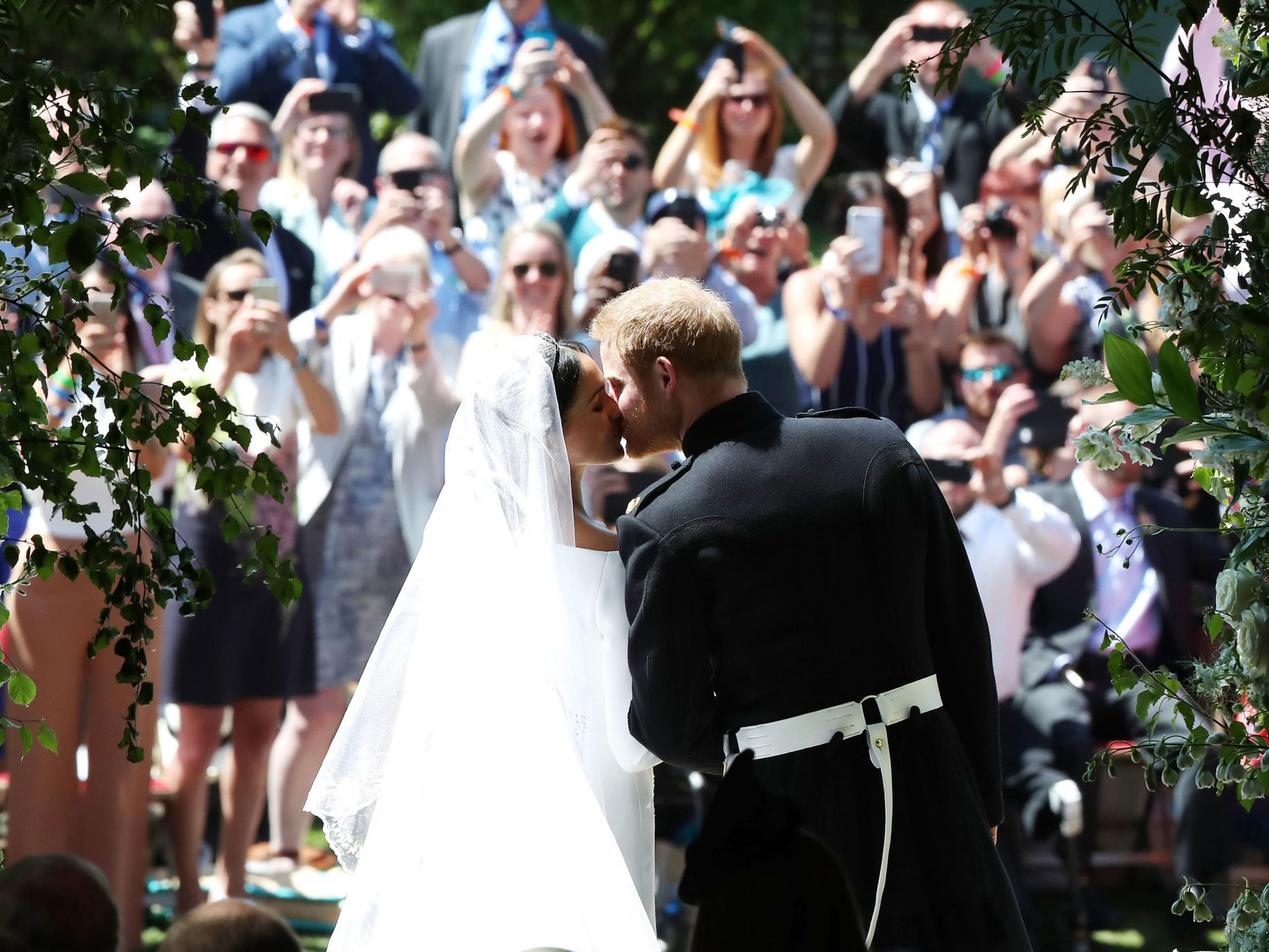 Black Preacher At Royal Wedding.Royal Wedding Live Meghan Markle S Givenchy Dress And Preacher