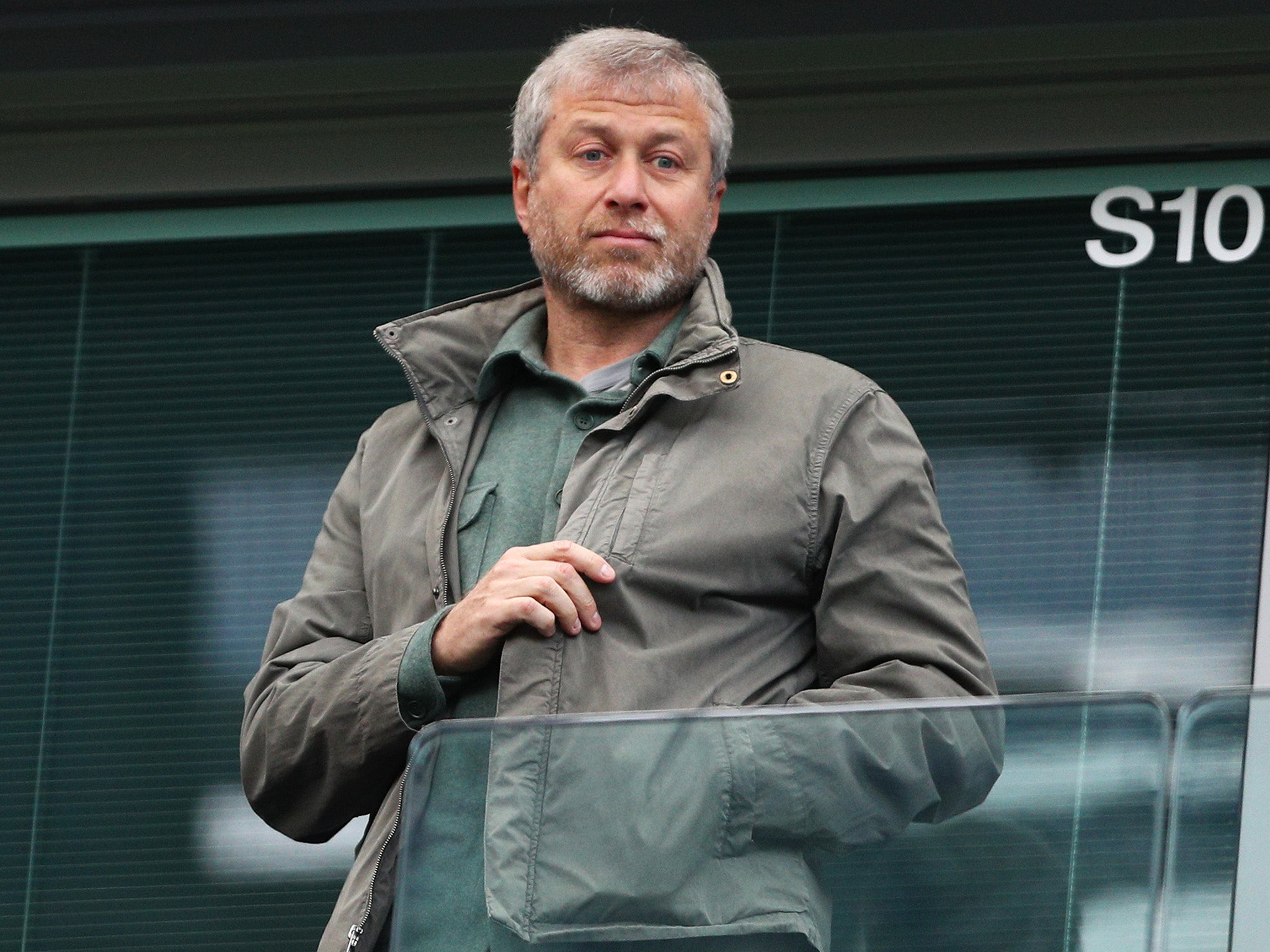 Roman Abramovich: Chelsea-owner return to UK halted by government crackdown on Russian visas
