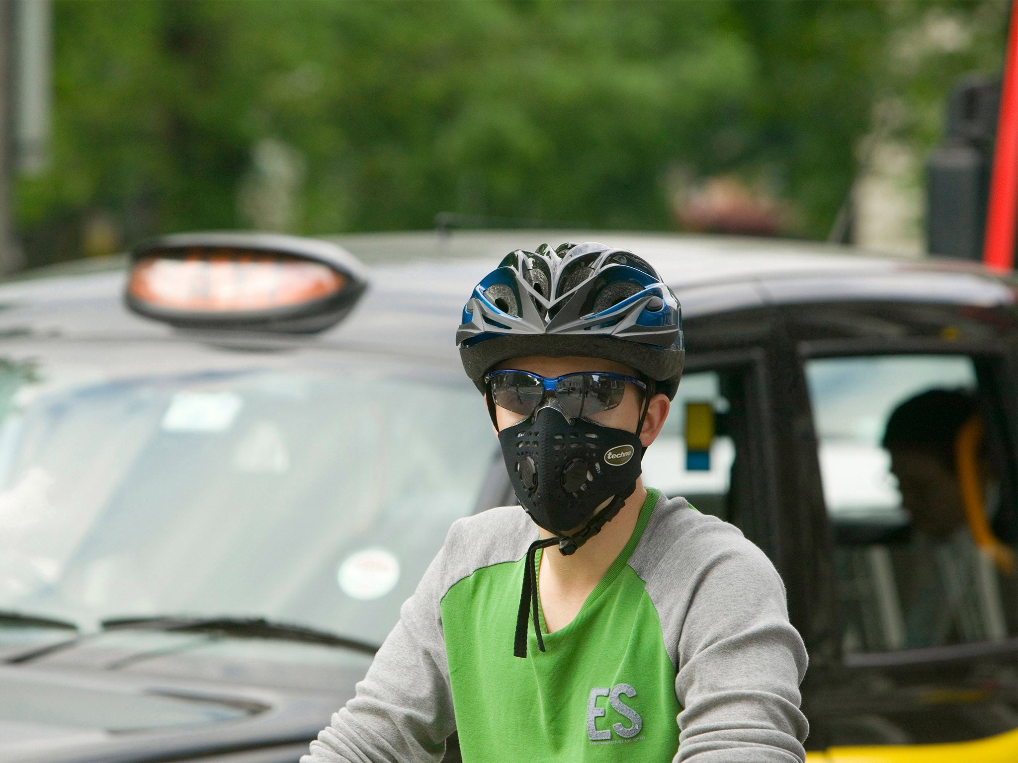 Clean Air Strategy What You Need To Know About The Uks Latest Disassembly Stock Photos Images Alamy Newer Vehicles Emit Less Pollution Than They Are Replacing