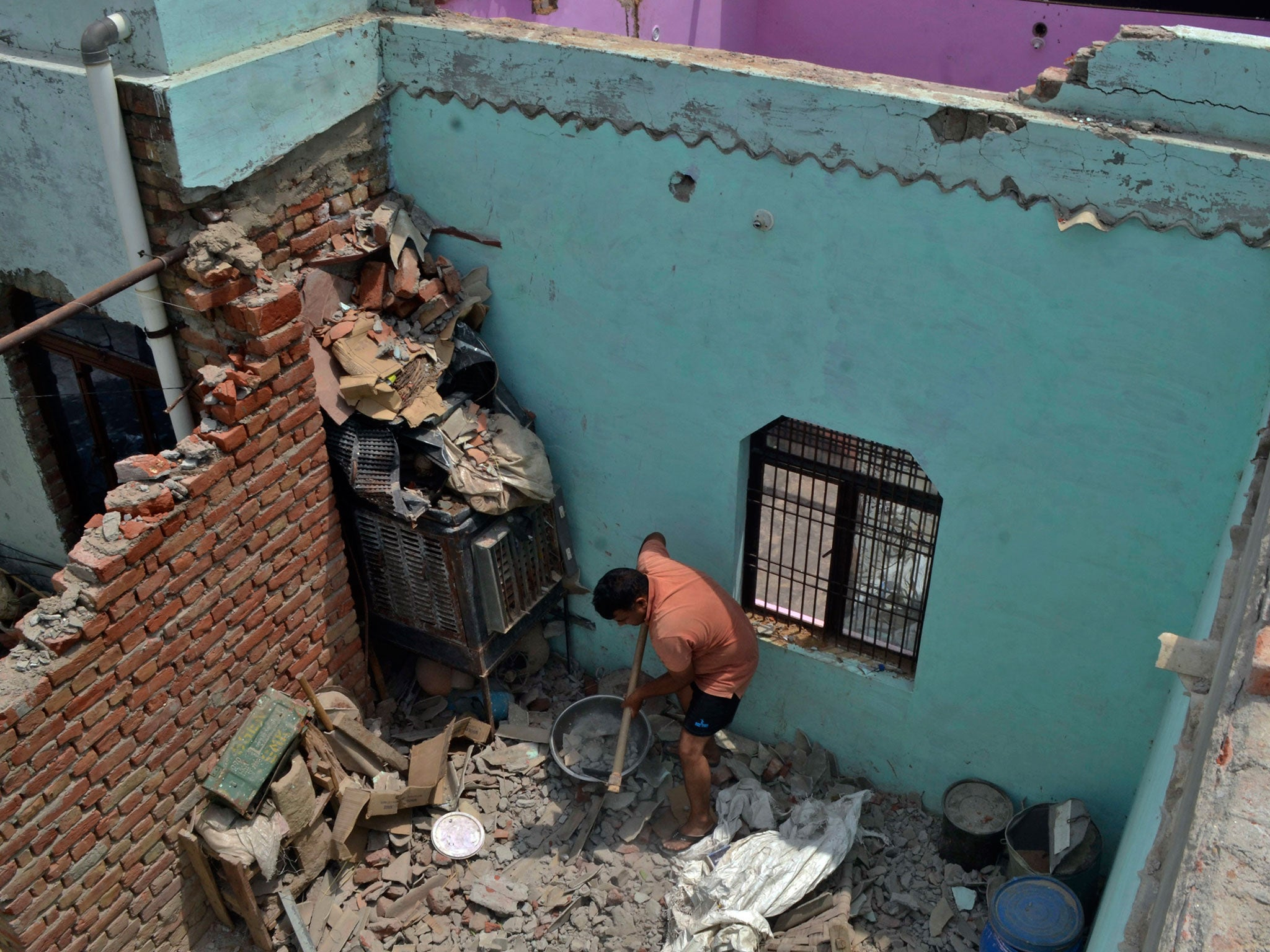 India storms: Extreme weather kills 54 as strong winds bring down trees, homes and power lines