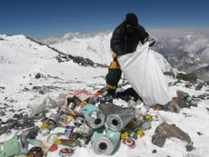 Nepal abrirá una galería que exhibirá obras de arte hechas con basura abandonada en el monte Everest