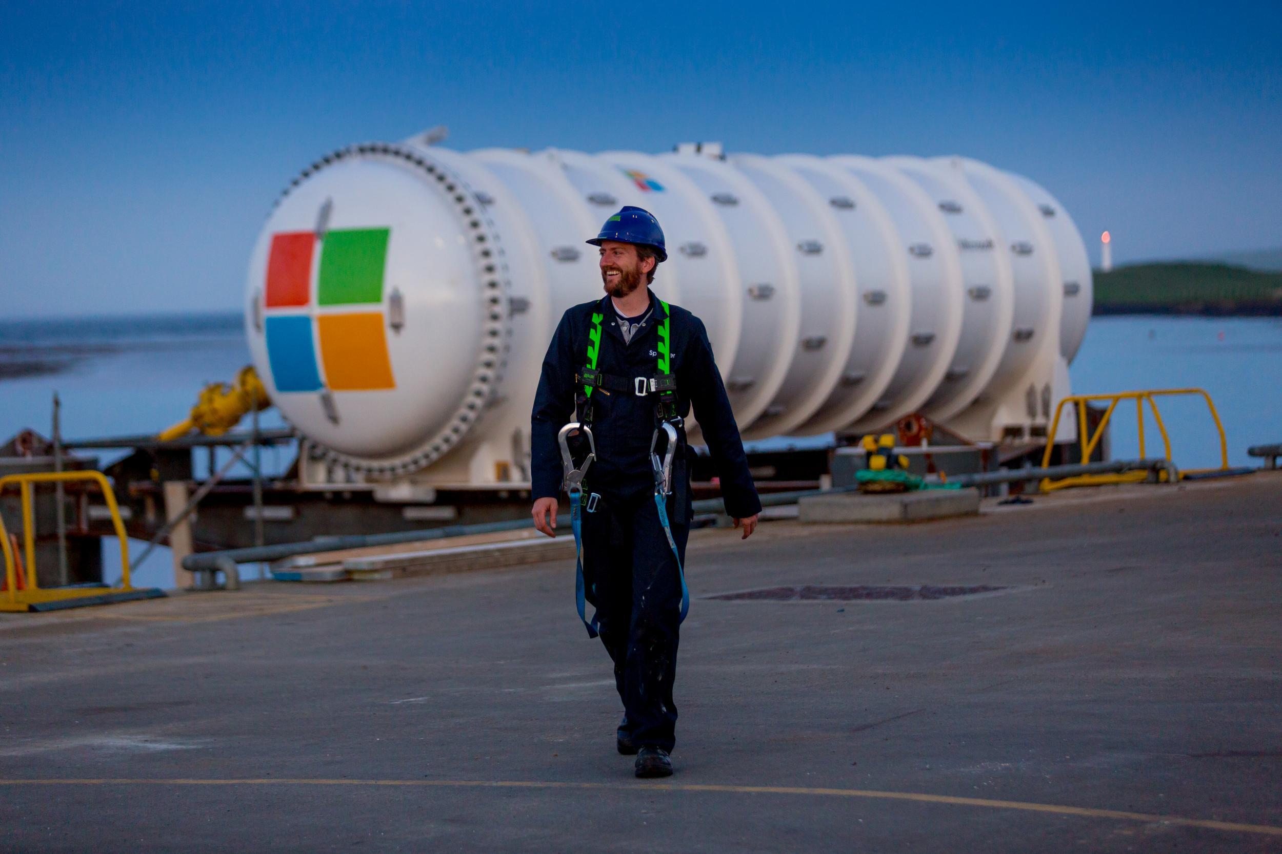 Eco-friendly internet: Microsoft sinks data centre off Scottish coast in 'crazy experiment'