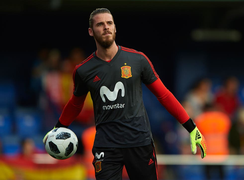 De Gea appeared to be the only one of Spain's players present who failed to applaud his country's new PM during his visit to the side's training camp