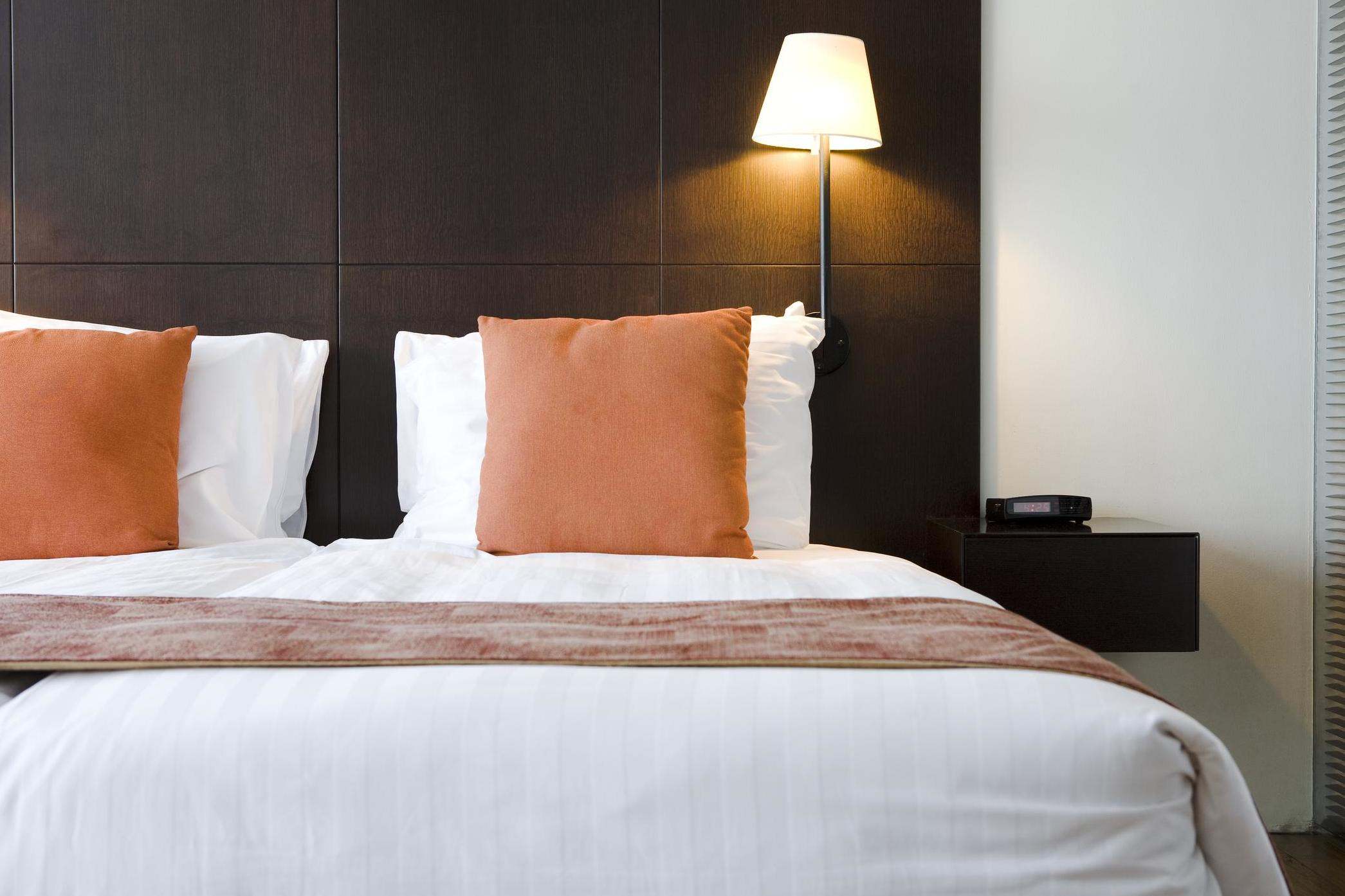 how to tell if your hotel room has bed bugs