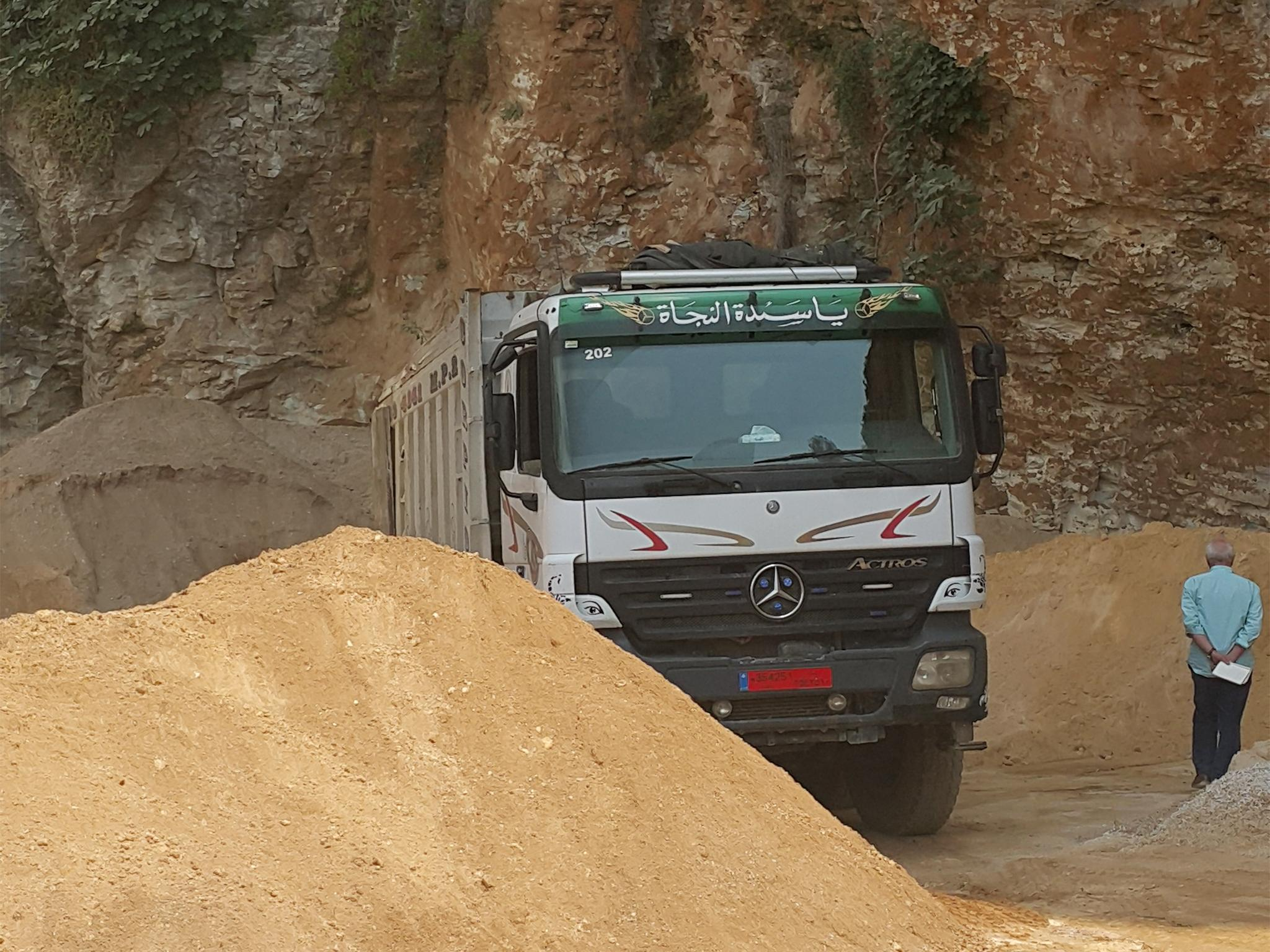 the-independents-robert-fisk-watches-the-sand-unloaded-in-a-private-building-site-on-the-coast-of-lebanon.jpg