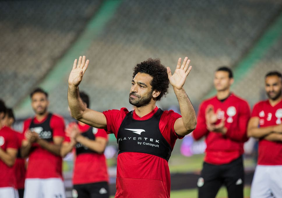 Mohamed Salah acknowledges the crowds in Cairo during an Egypt training  session c7bc0ecec