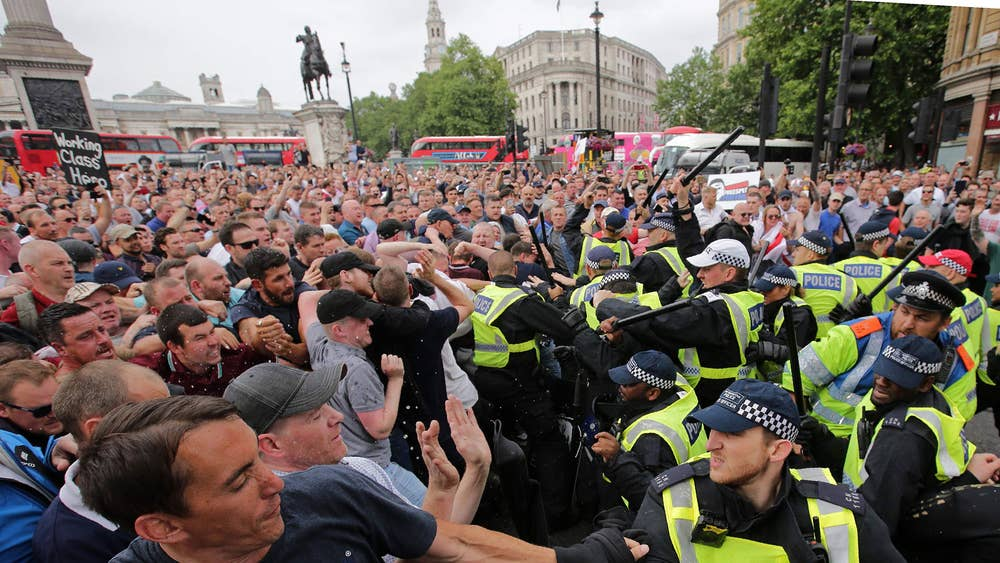Trump ambassador 'lobbied Britain on behalf of jailed right-wing activist Tommy Robinson' Tommy-robinson-protest-9-june-4.jpg?width=1000&height=614&fit=bounds&format=pjpg&auto=webp&quality=70&crop=16:9,offset-y0