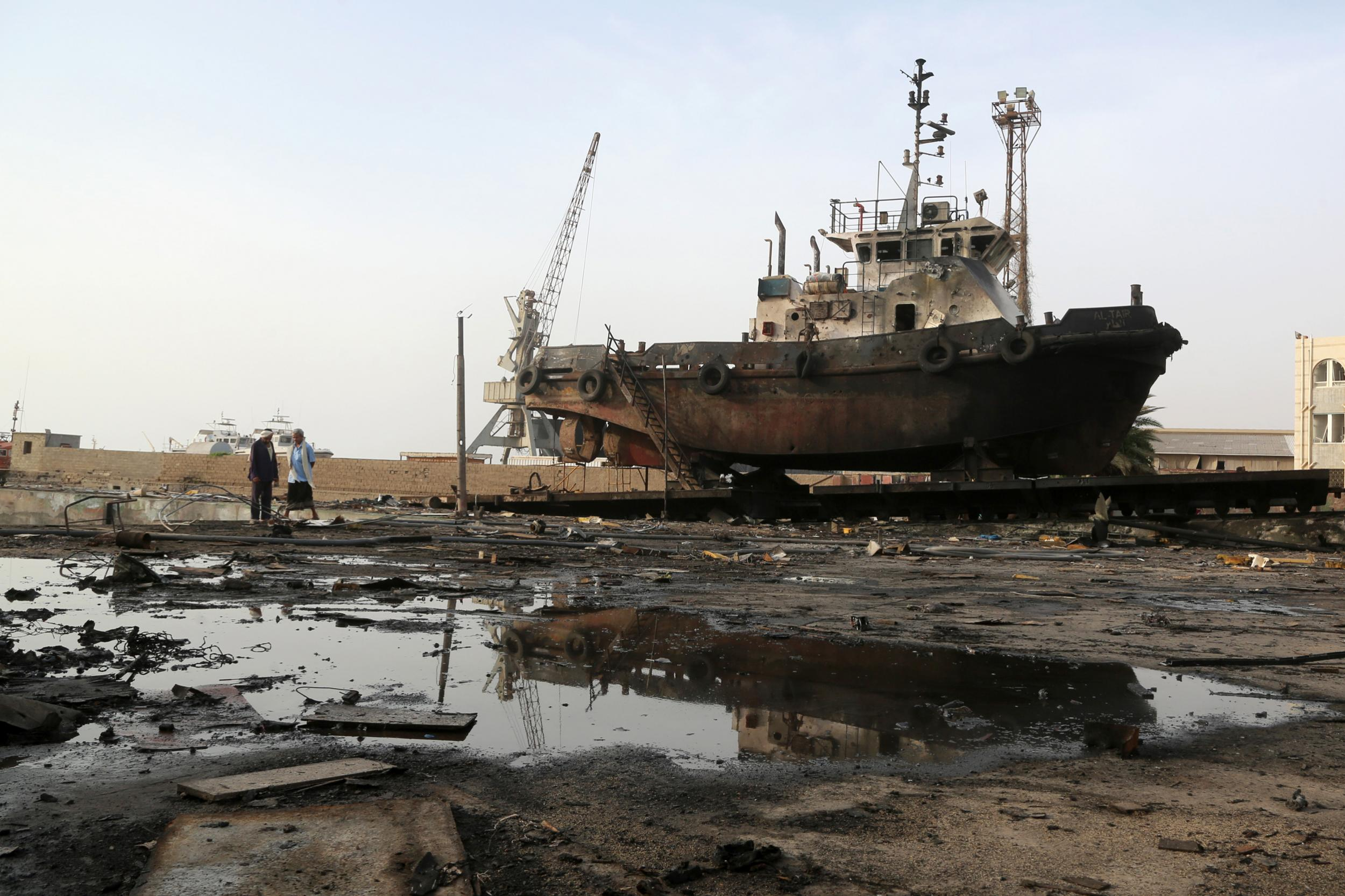 Saudi-led assault on vital port city in Yemen will begin 'within days', say aid workers