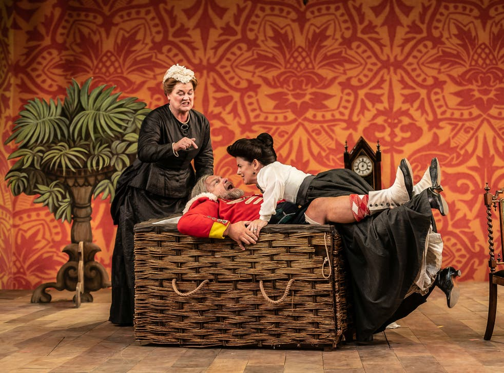 Yvonne Howard, Henry Waddington and Victoria Simmonds in 'Falstaff'