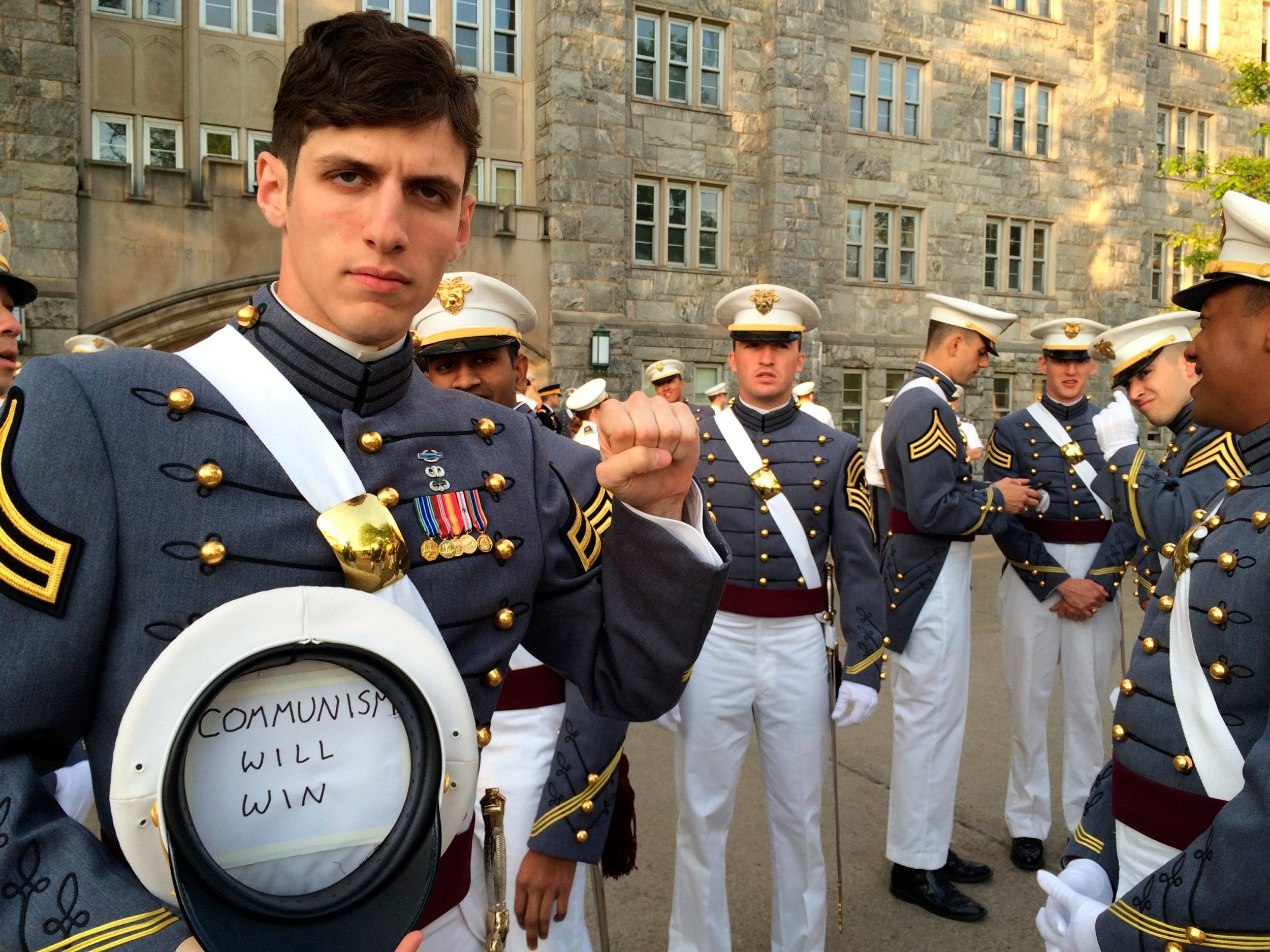 682cb9bf US soldier who said 'communism will win' and wore Che Guevara T-shirt to  graduation kicked out of army