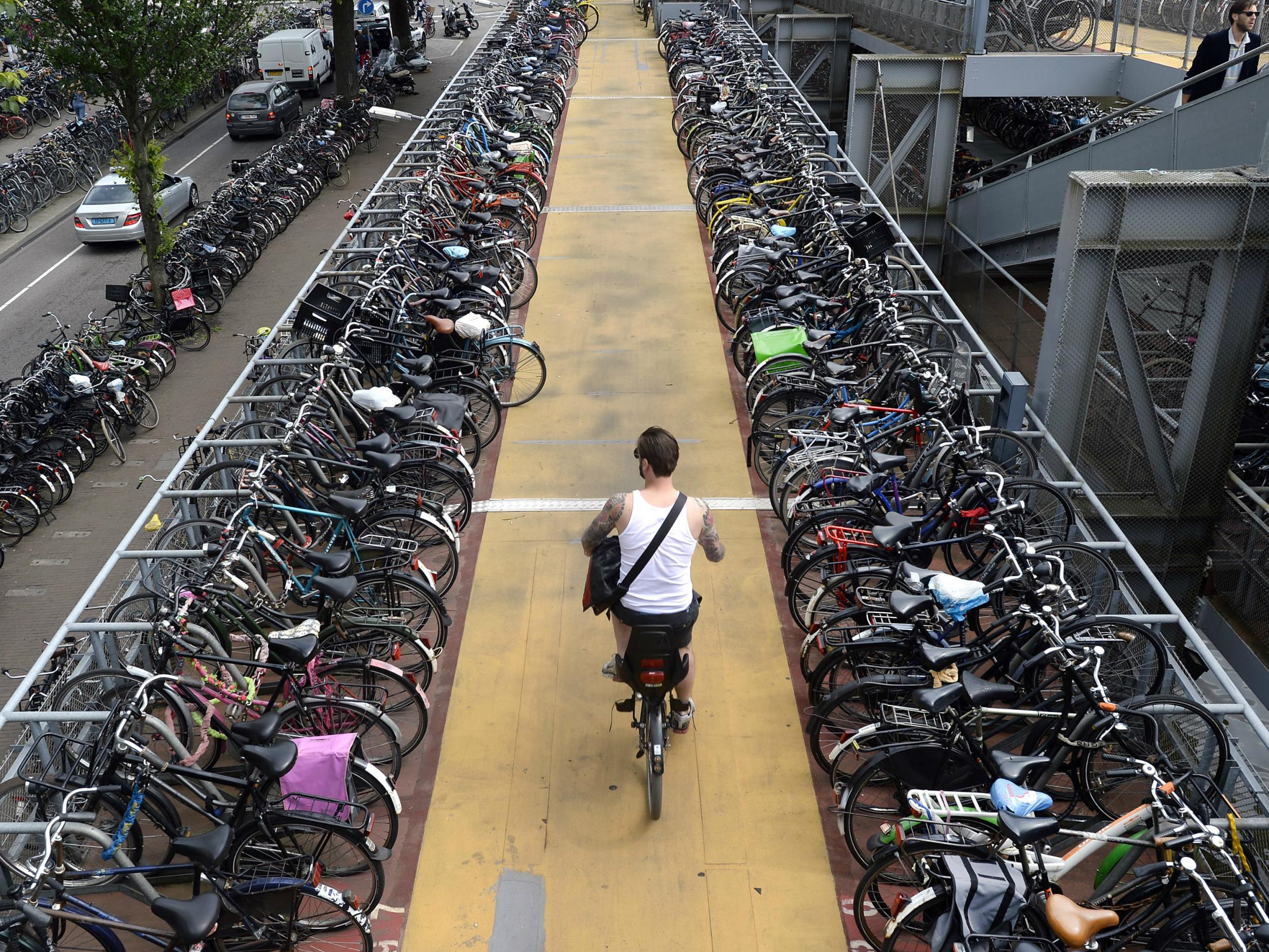 Netherlands considering paying people to cycle to work in