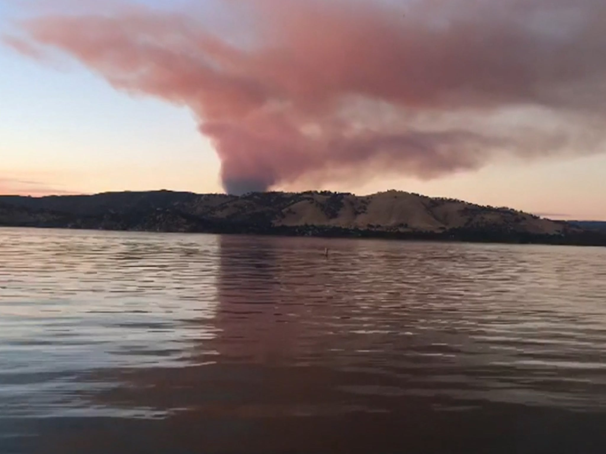 California wildfires: Timelapse video shows smoke pouring over Clear Lake