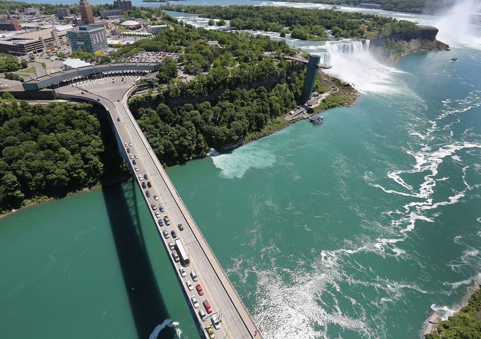 Man Survives 57 Metre Drop Down Niagara Falls The Independent