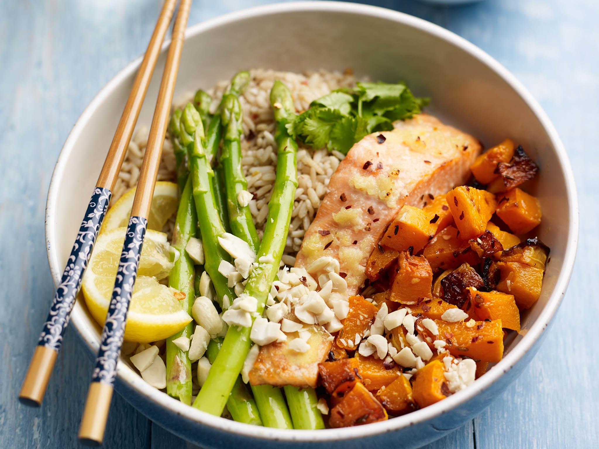 How to make asparagus, salmon and squash rice bowl