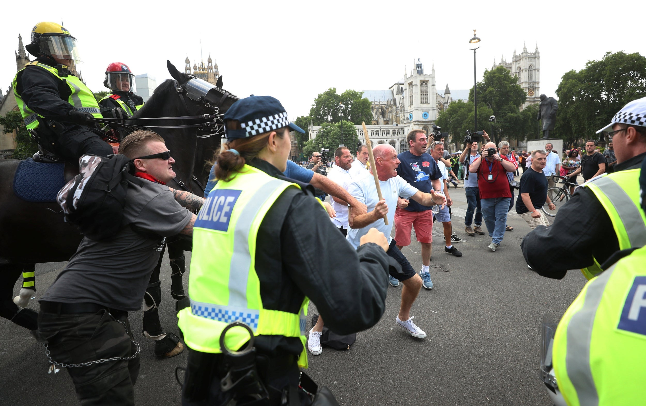 Tommy Robinson case - as it happened: EDL founder walks free