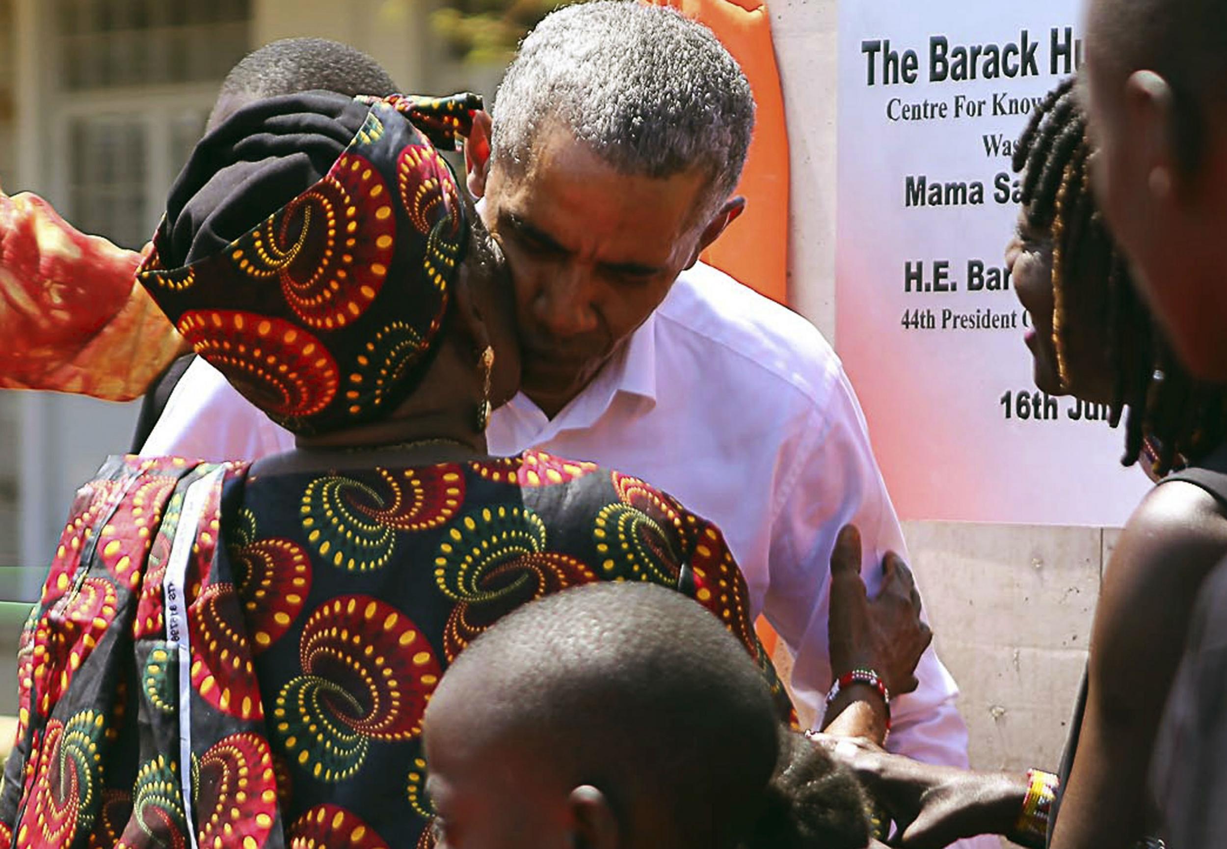 obama makes first visit to kenya since leaving office