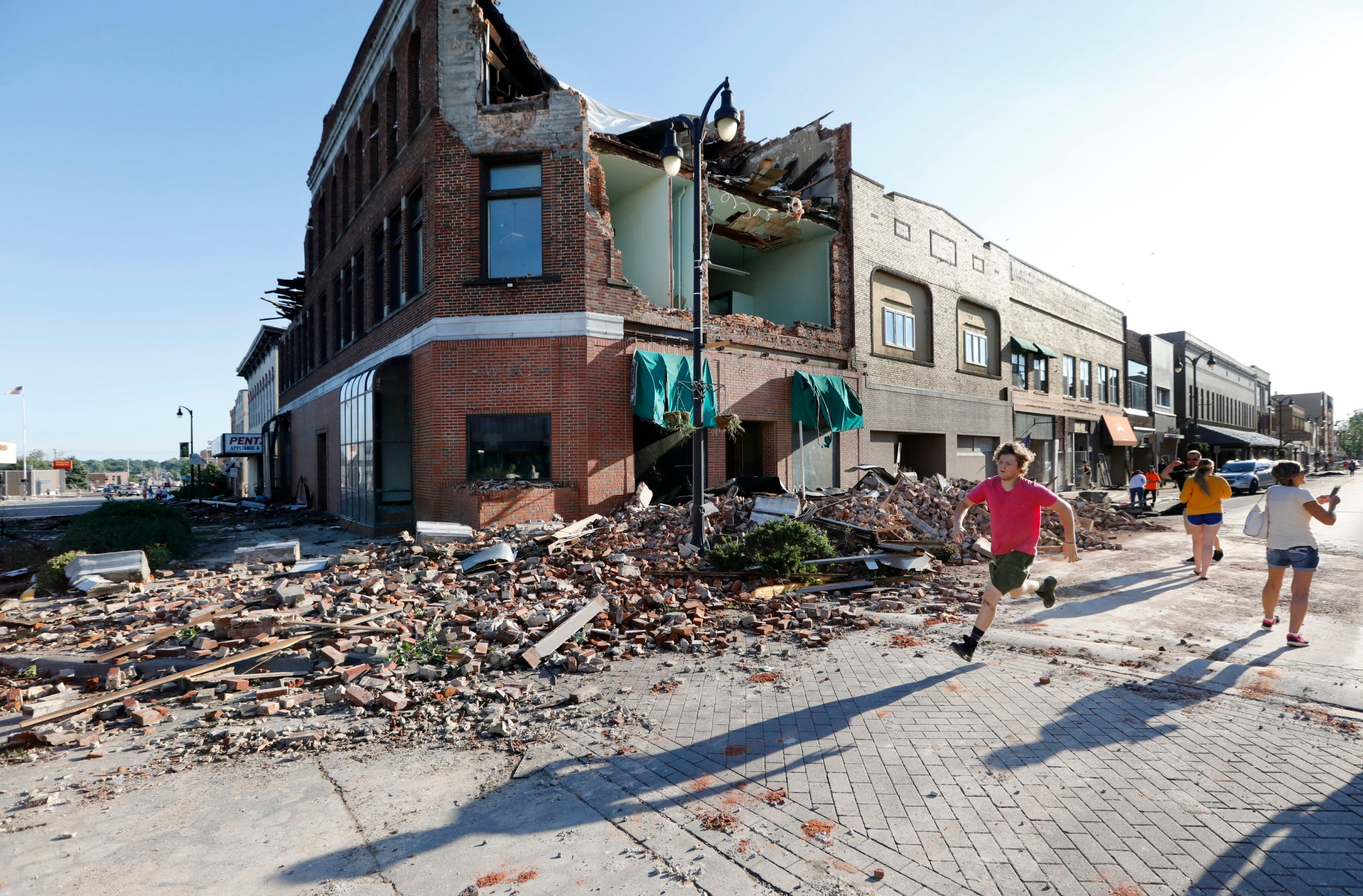 Iowa tornado: More than 25 separate tornadoes devastate towns as they wreak havoc across state