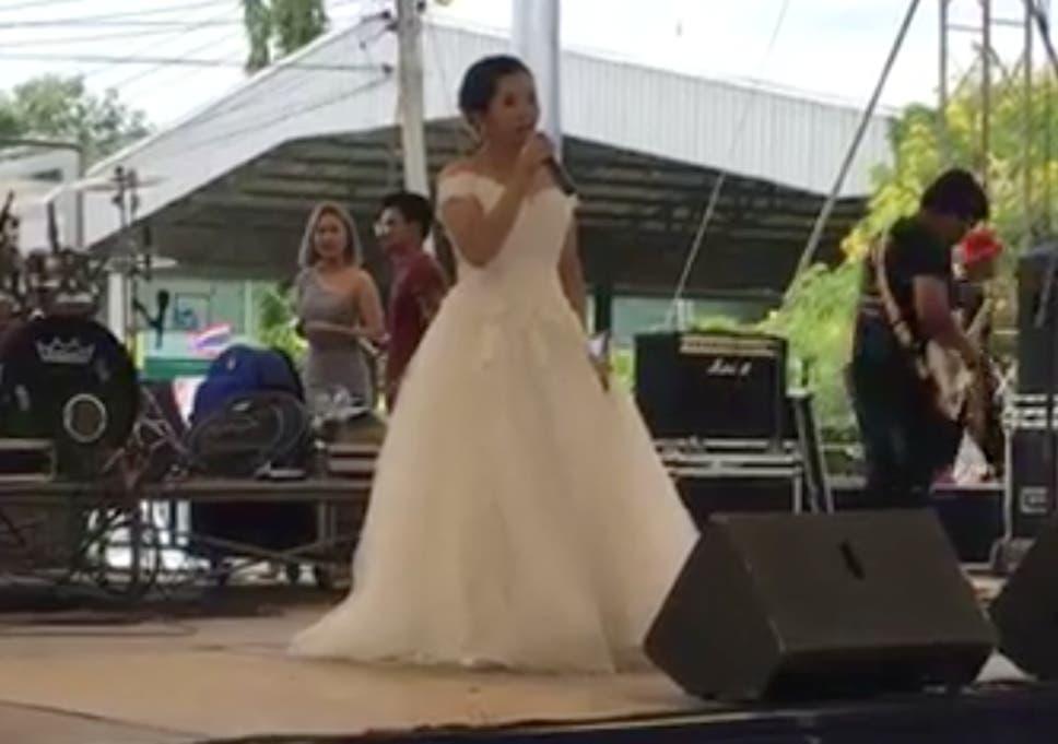 Com Thai Bride 18 Views