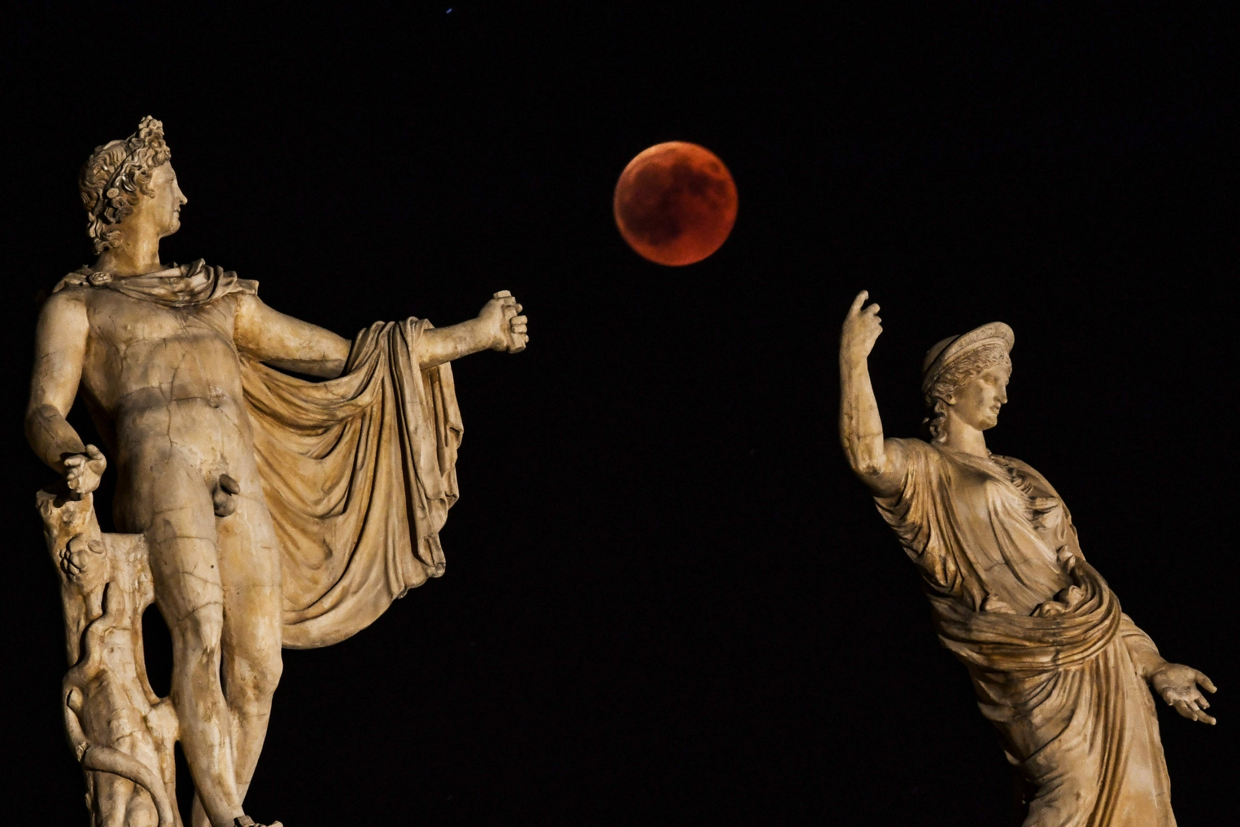 Blood moon: Lunar eclipse to light up the sky for the last time for years