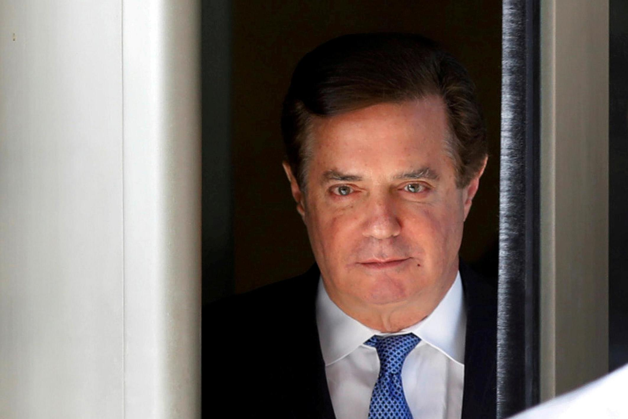 Manafort trial: Former Trump campaign manager appears at court over tax evasion and fraud charges
