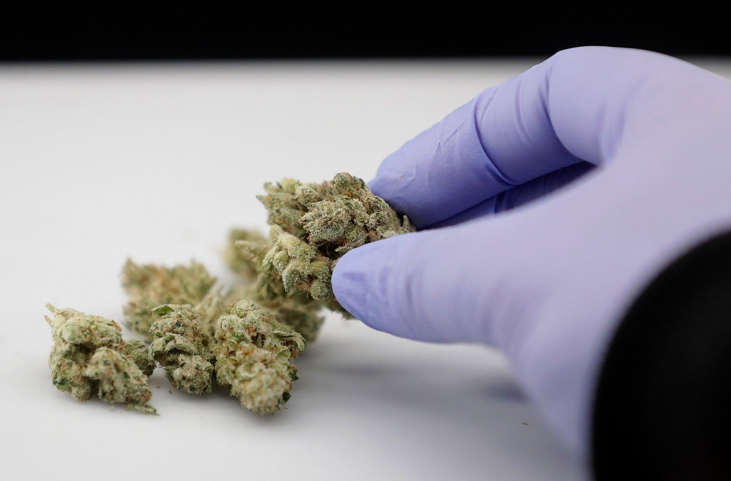 post-image-Manhattan decriminalises smoking marijuana