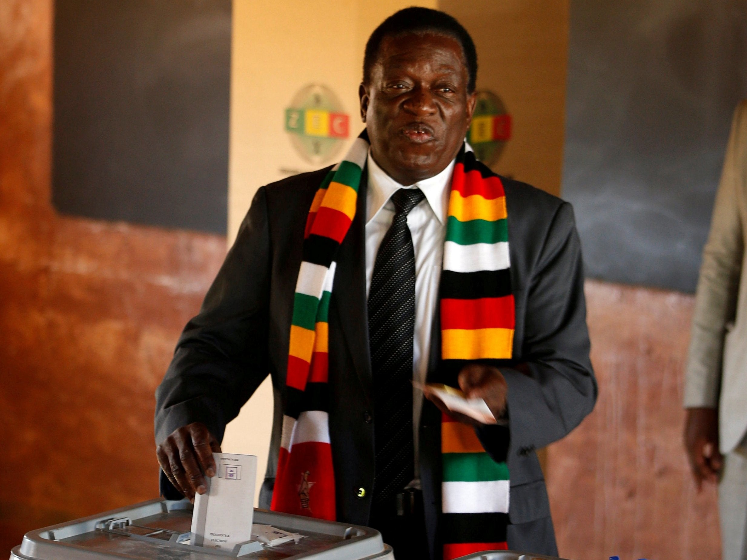Zimbabwe election results: Emmerson Mnangagwa declared winner of country's first post-Mugabe poll as opponent Nelson Chamisa rejects vote