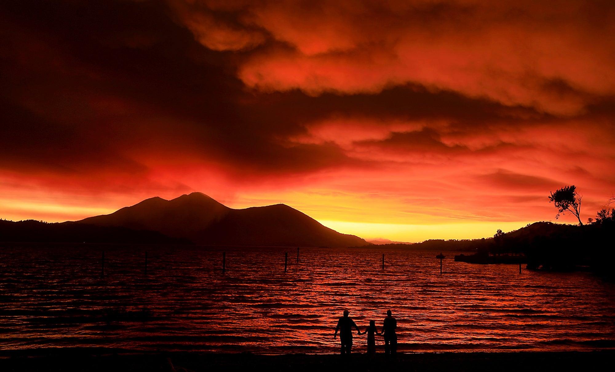 Mendocino fire: Timelapse video shows golden California sunset