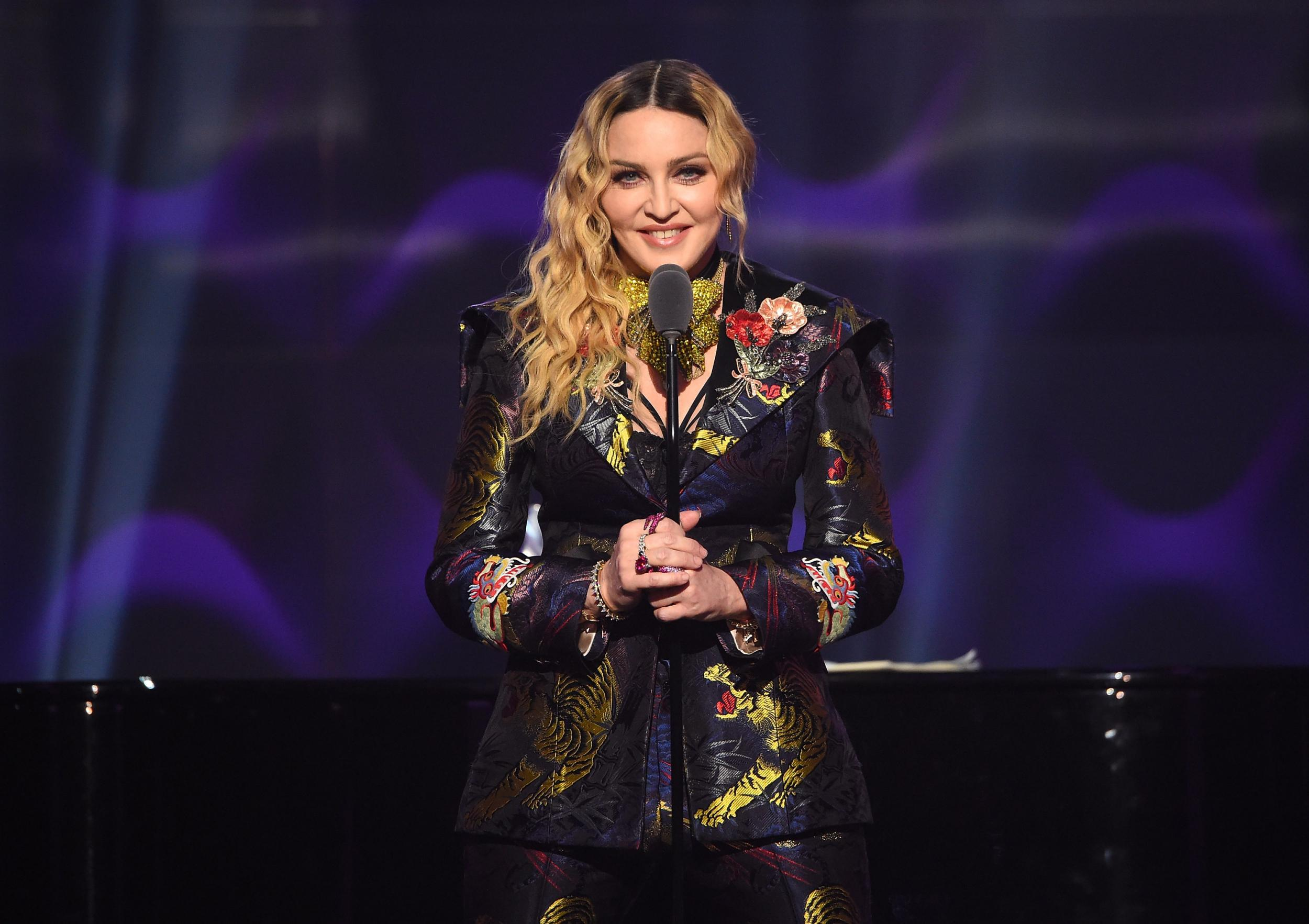 Madonna spoke about the ridicule of her figure 09.12.2009 56