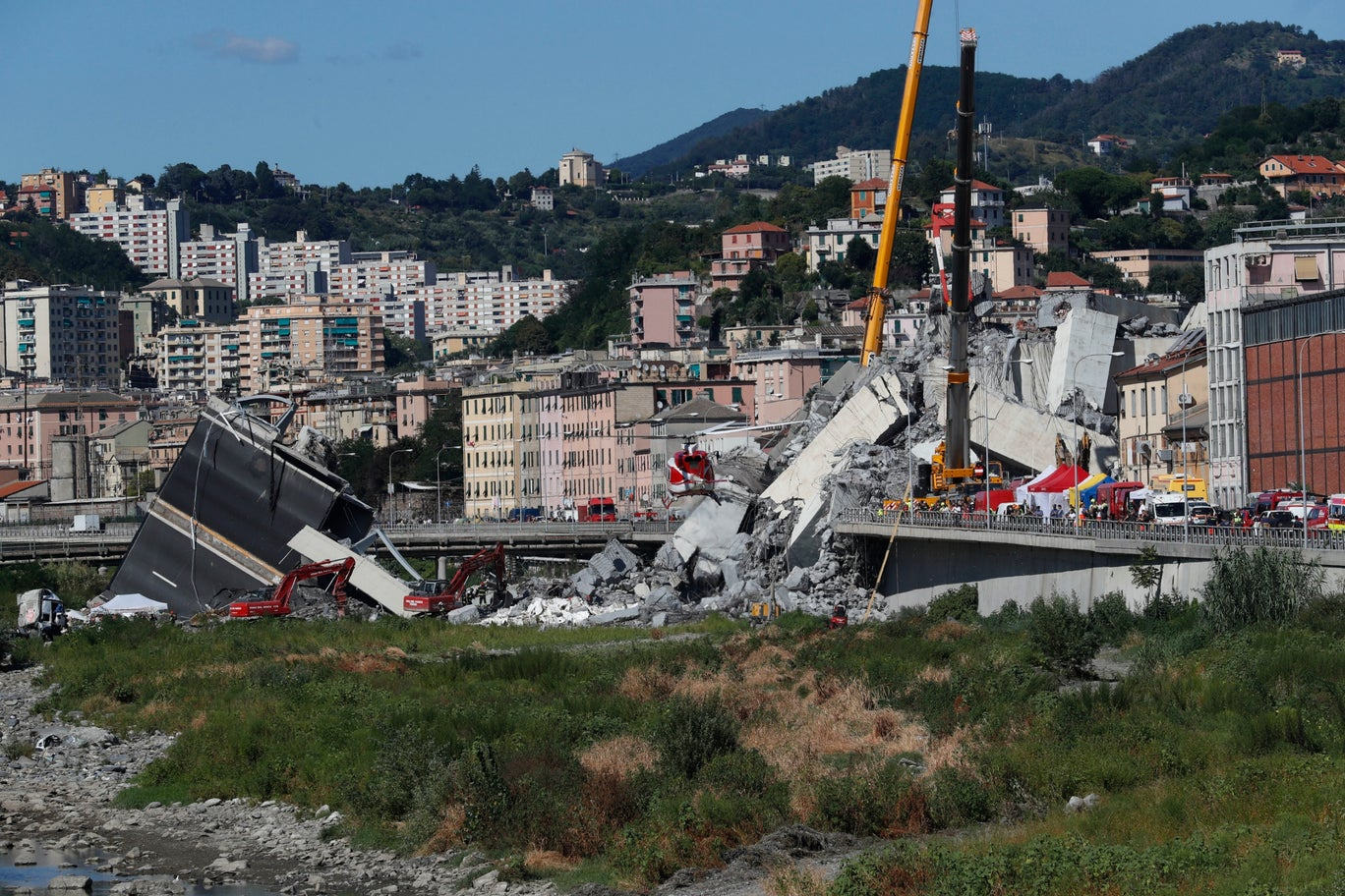 A bridge in Italay collapses due to ligtening