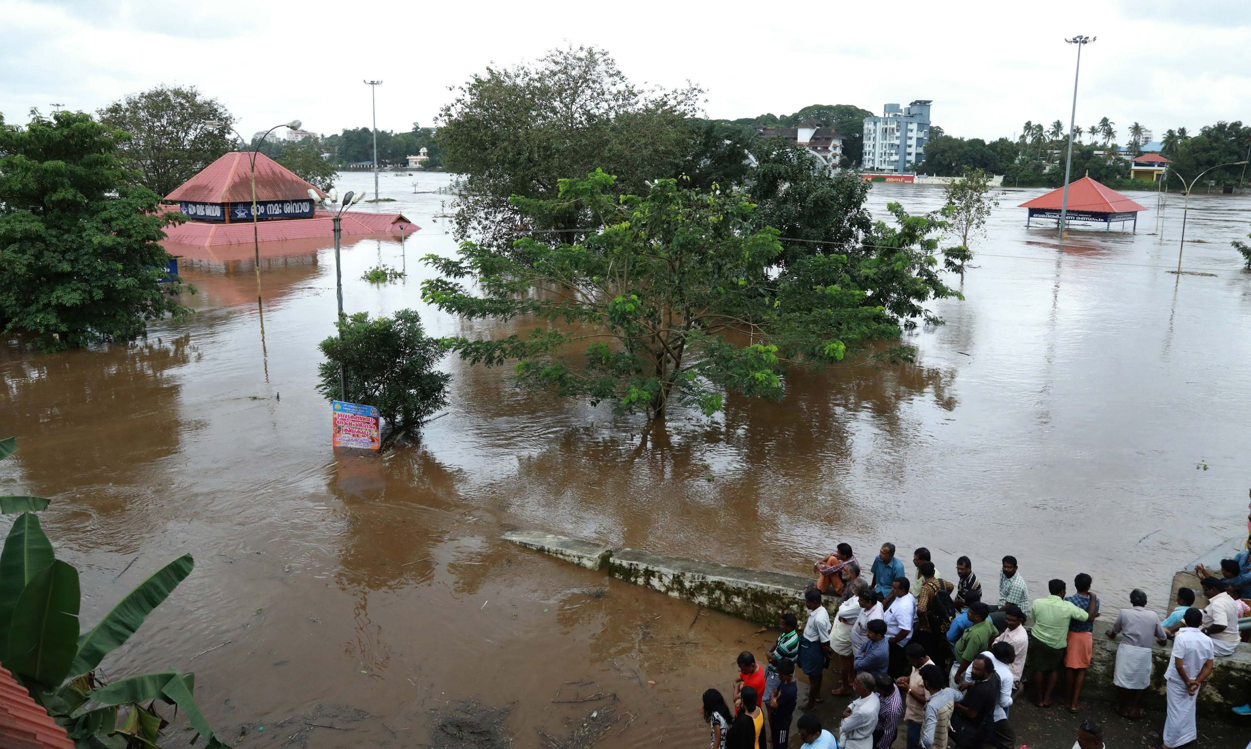 Kerala floods: More than 1m evacuated as fleet of civilian