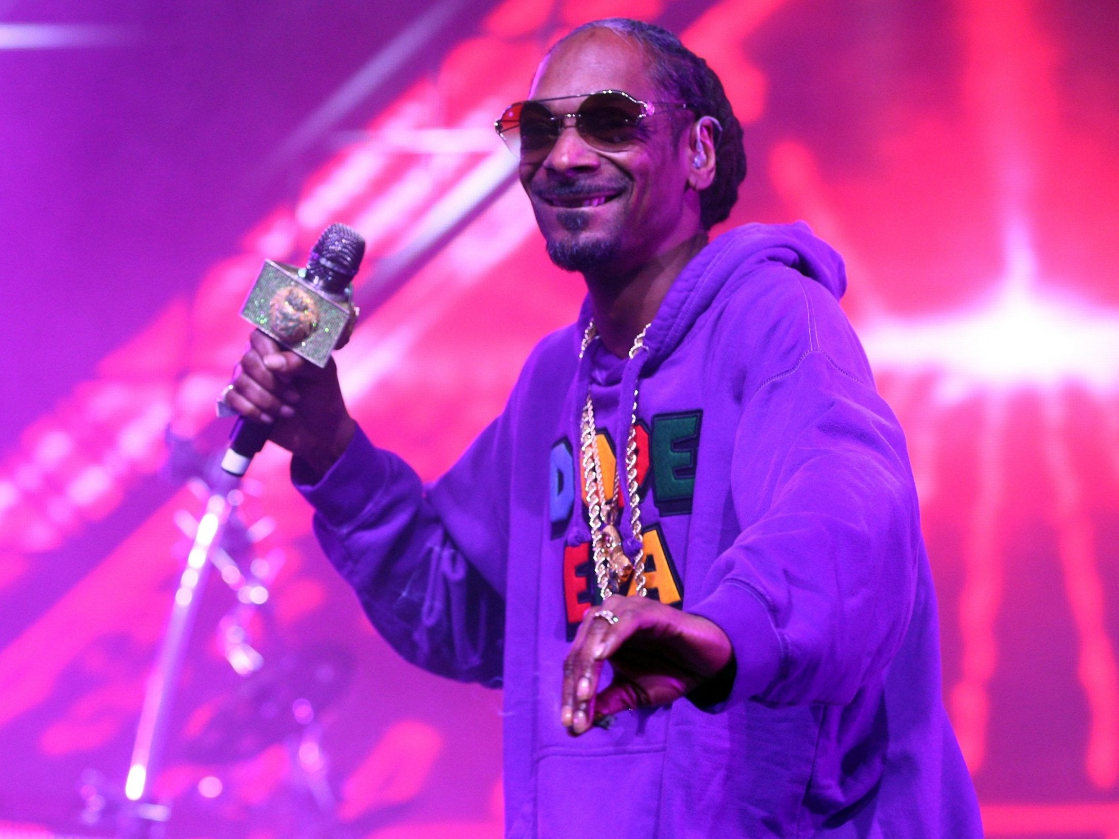 Snoop Dogg faces anger over photos of himself next to Paul