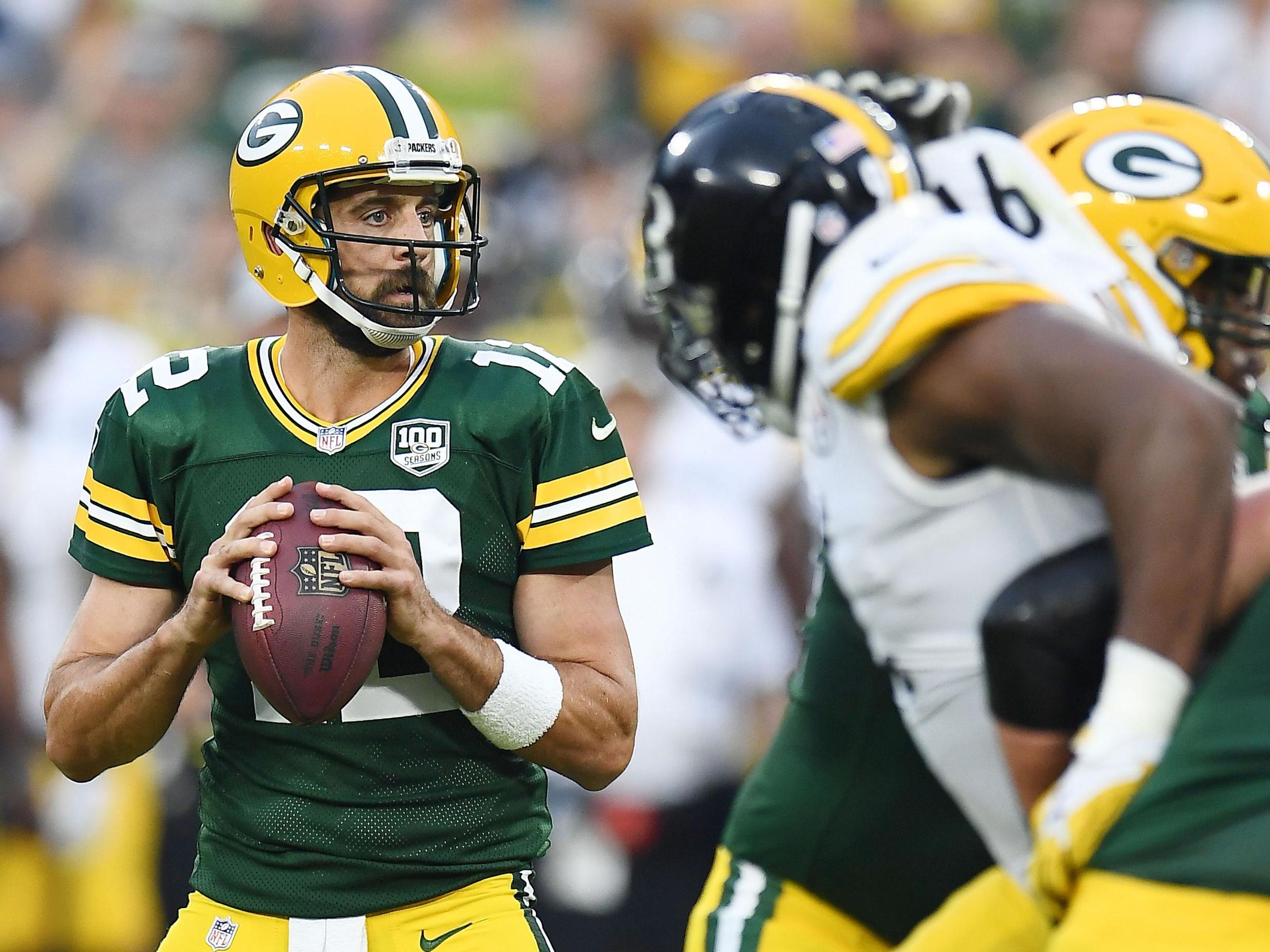 aaron rodgers commits future to green bay packers to become nfl s