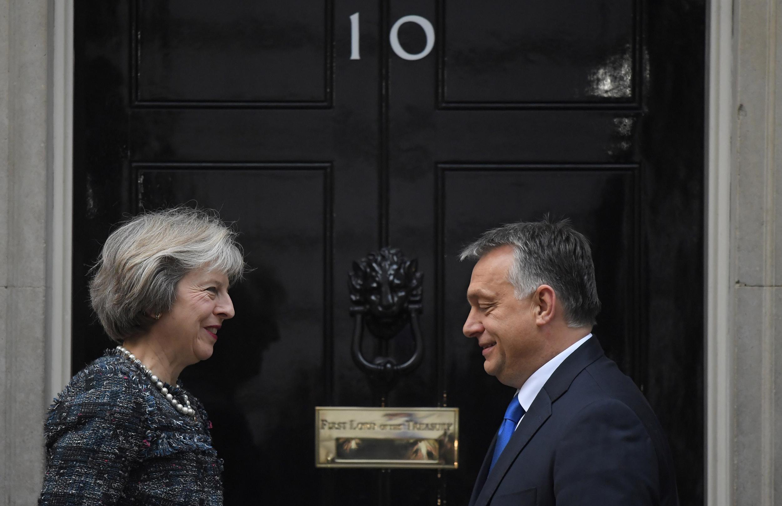 Los eurodiputados conservadores para proteger al gobierno autoritario de Orban de Hungría de las sanciones de la UE en el voto