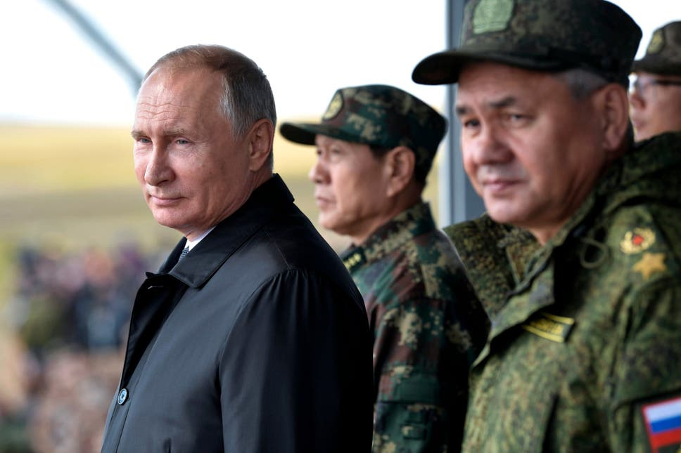 Vladimir Putin and Chinese defence minister Wei Fenghe (centre) watch a military exercise in Siberia