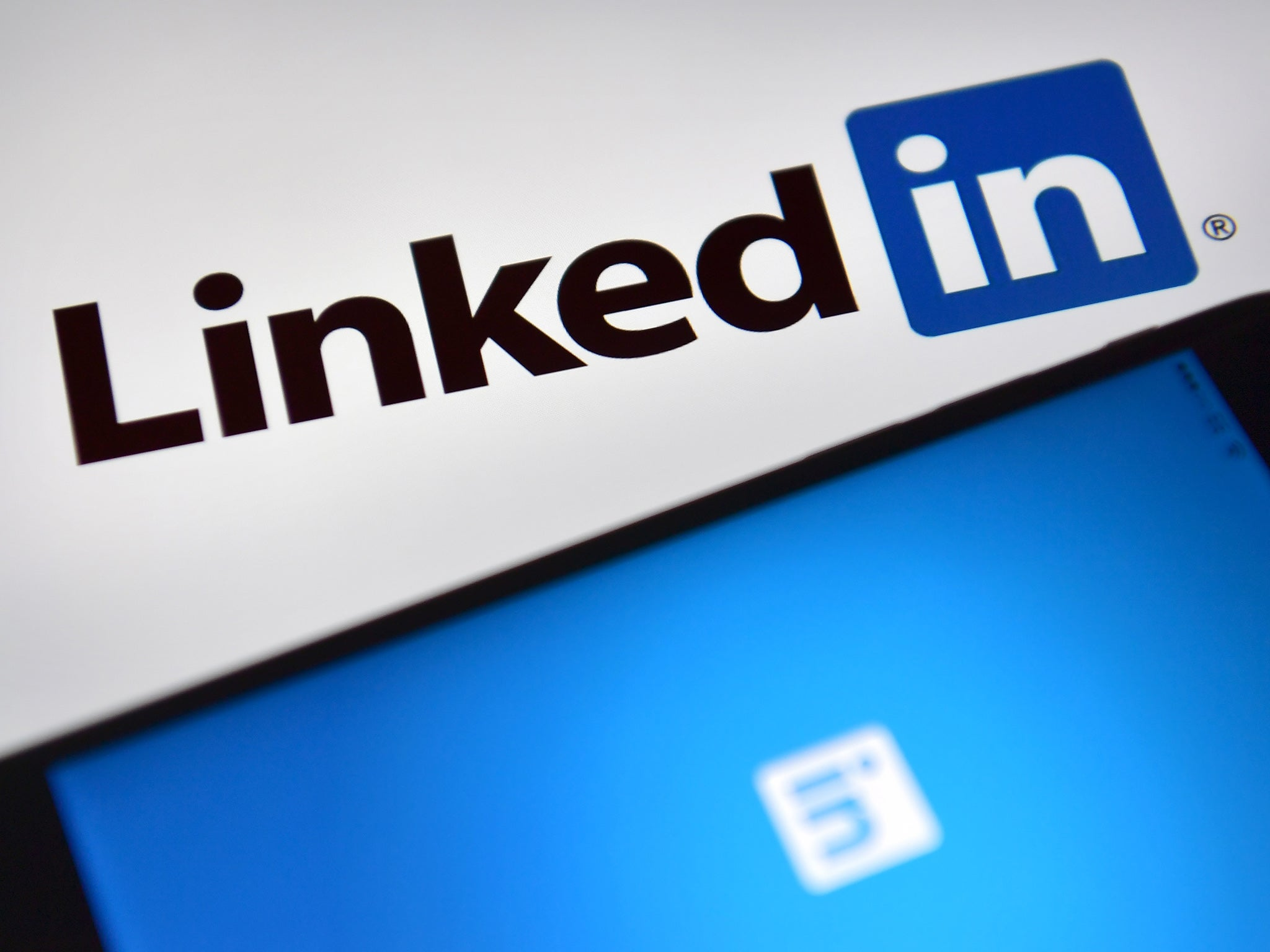 LinkedIn denies claims that editing feature whitens user profile photos