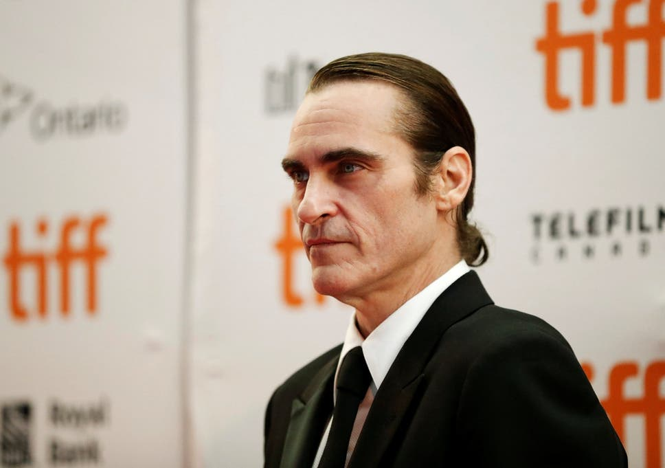 First Look At Joaquin Phoenix In Joker Makeup The Independent
