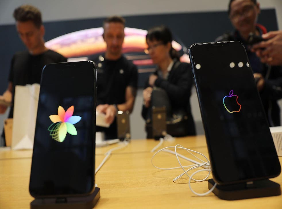 People purchase the new iPhone XS and XS Max at the Apple store in Midtown Manhattan on September 21, 2018 in New York City