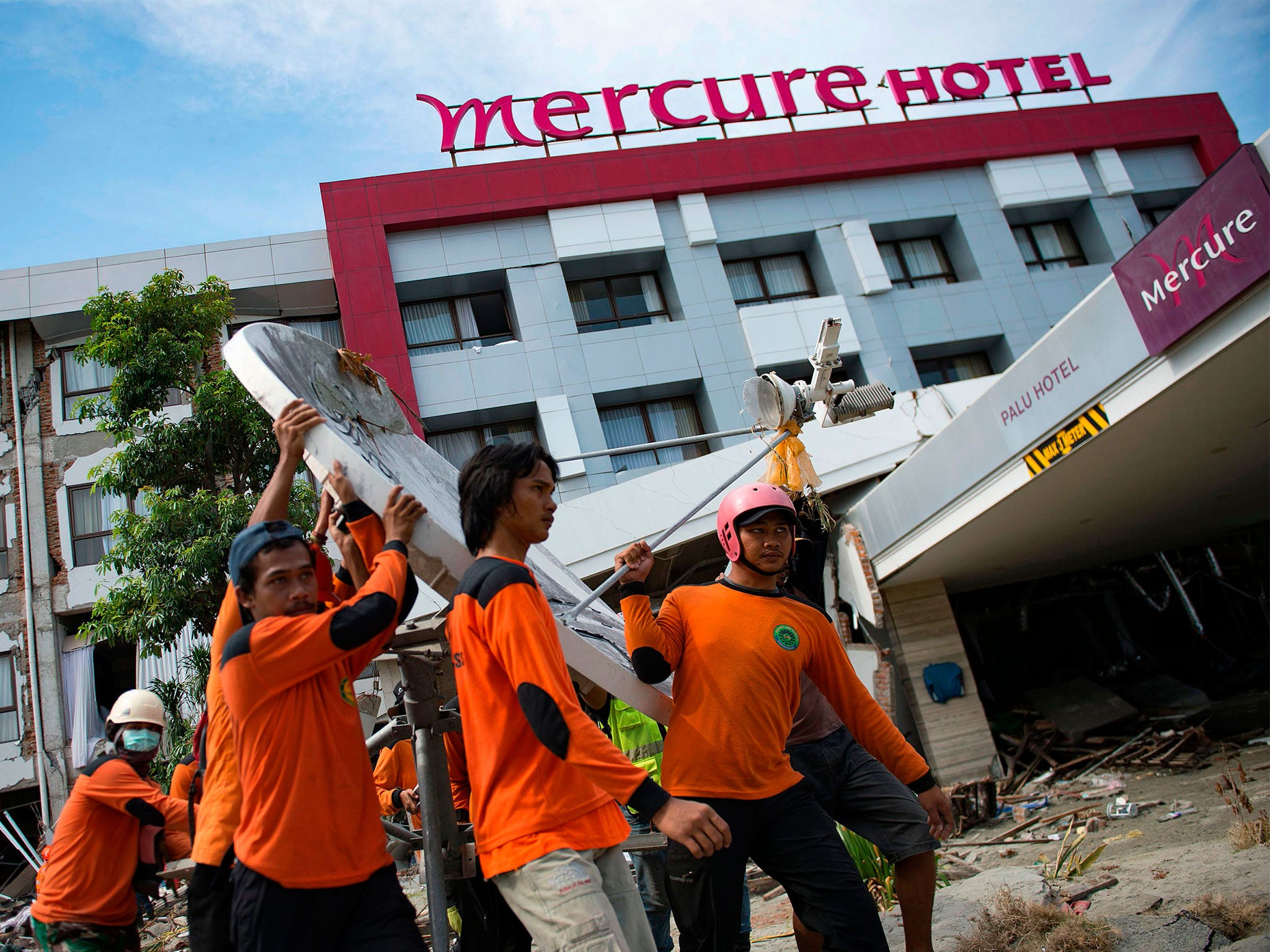 Indonesia earthquake: French rescue team discover survivor underneath Palu city rubble  The