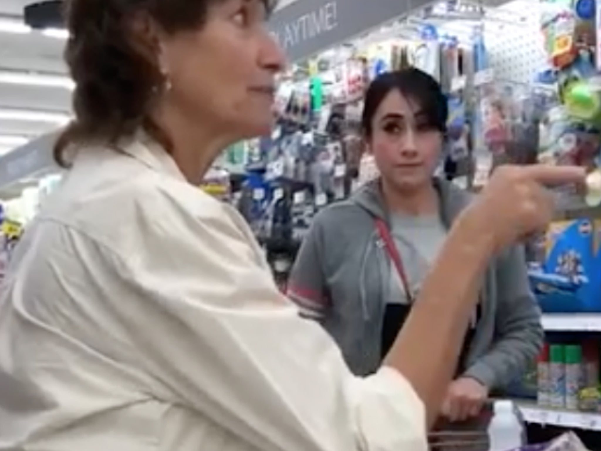 Woman filmed confronting another woman harassing Spanish