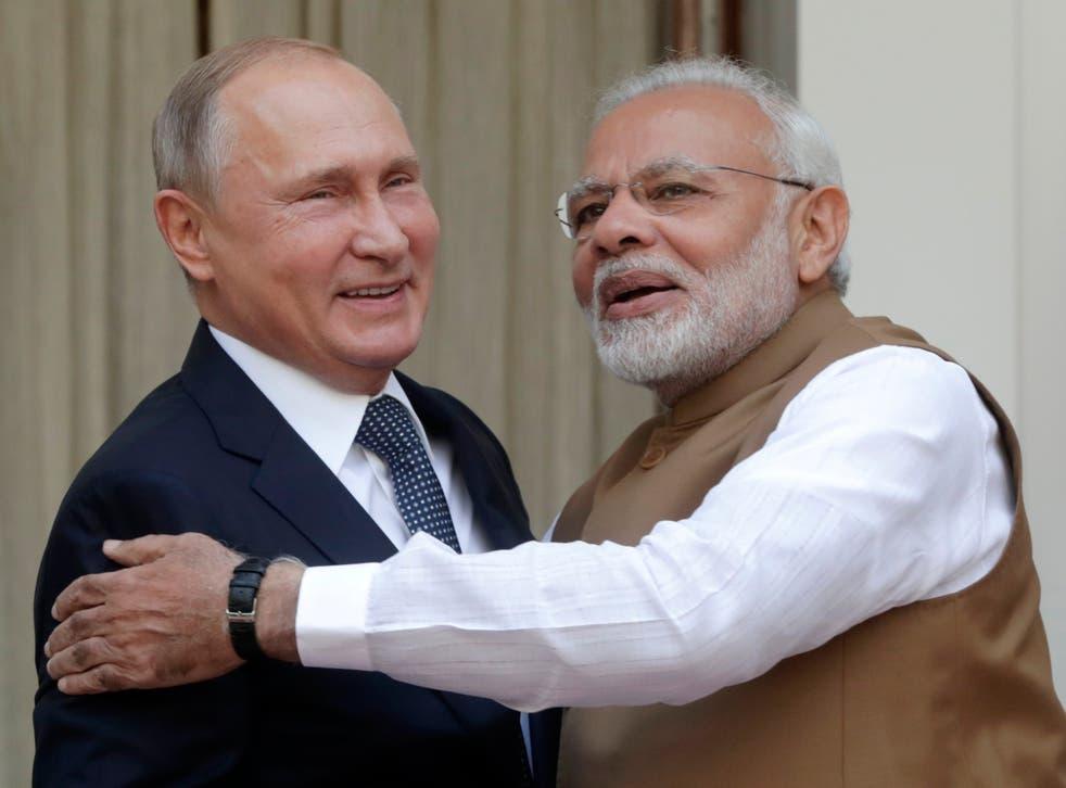 Vladimir Putin (L) and Narendra Modi (R) meet at Hyderabad House in Delhi