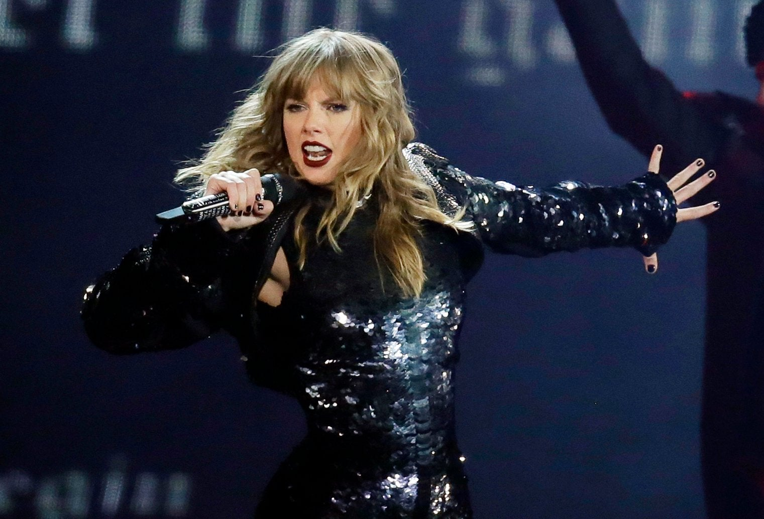 Taylor Swift signs new deal with Republic Records and Universal Music Group: 'I'm ecstatic'
