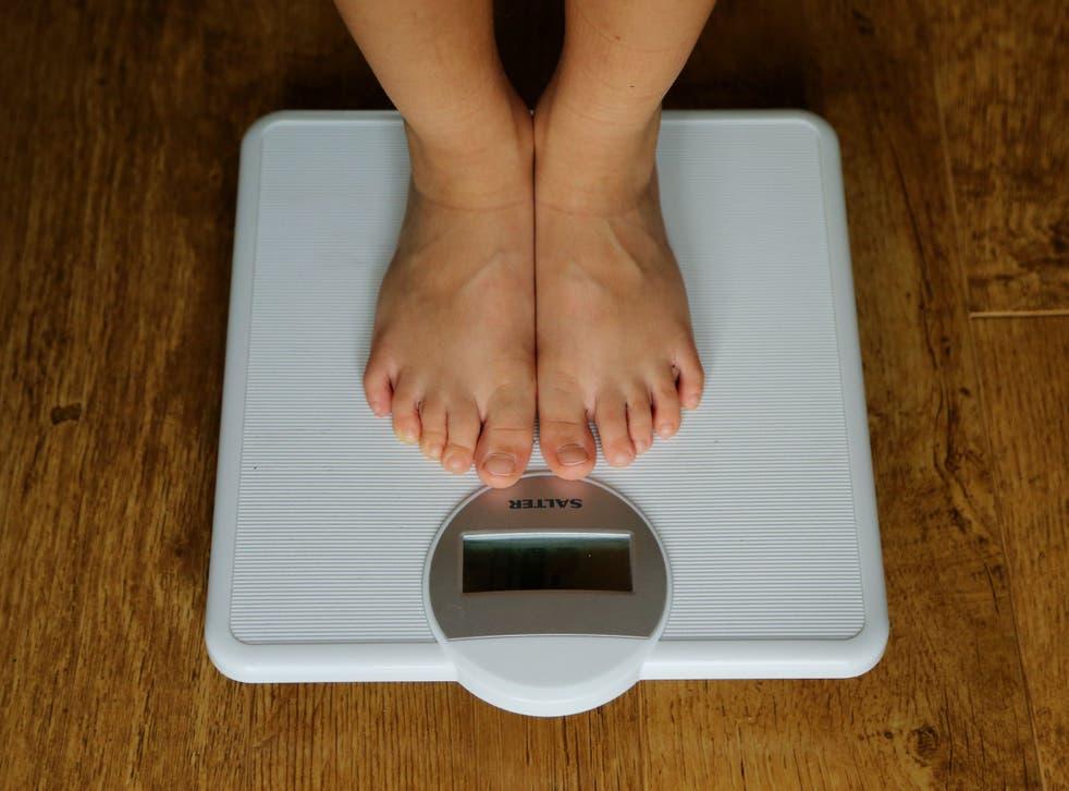 Tener sobrepeso podría hacer que una vacuna contra el coronavirus sea menos efectiva, dicen los investigadores
