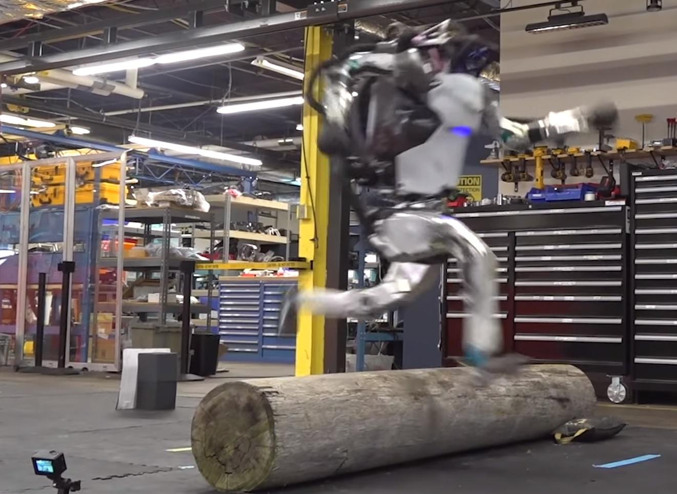 Parkour Robot Jumps Obstacles as Boston Dynamics Reveals its Terrifying Robot has Become even More Powerful